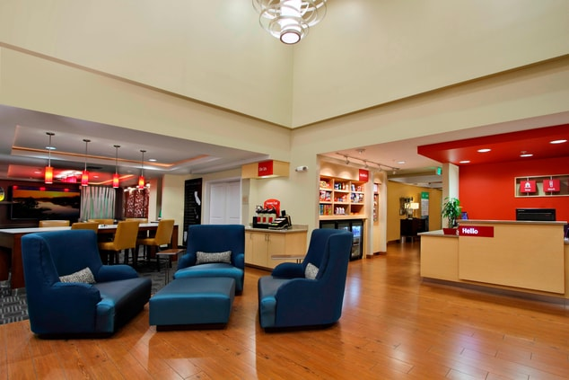 Lobby Sitting Area & Front Desk