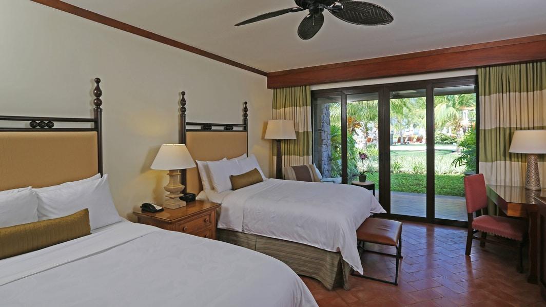 Habitación del hotel con vista al jardín en Guanacaste