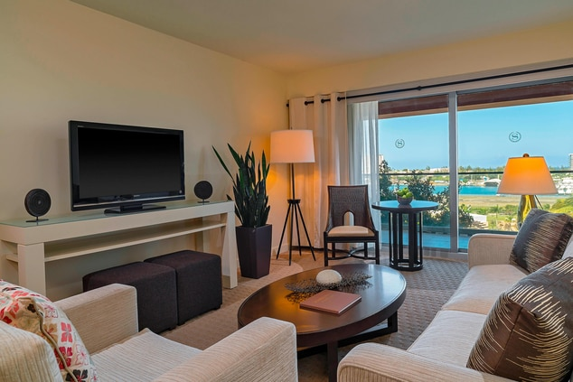 BayView Suite - Living Area