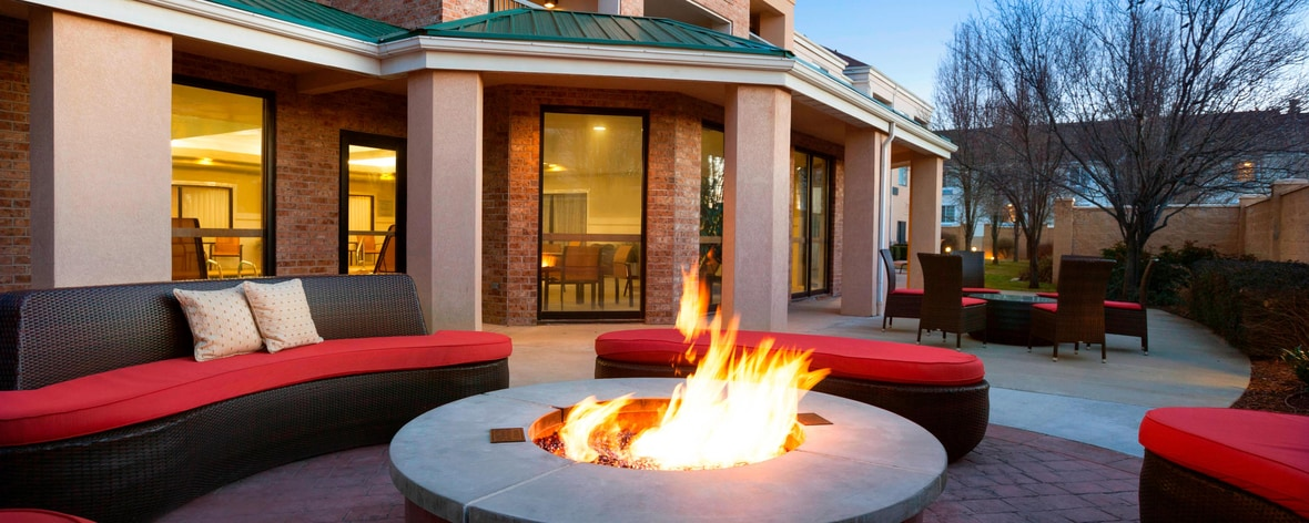 Courtyard Salt Lake City Layton - Outdoor Firepit Area