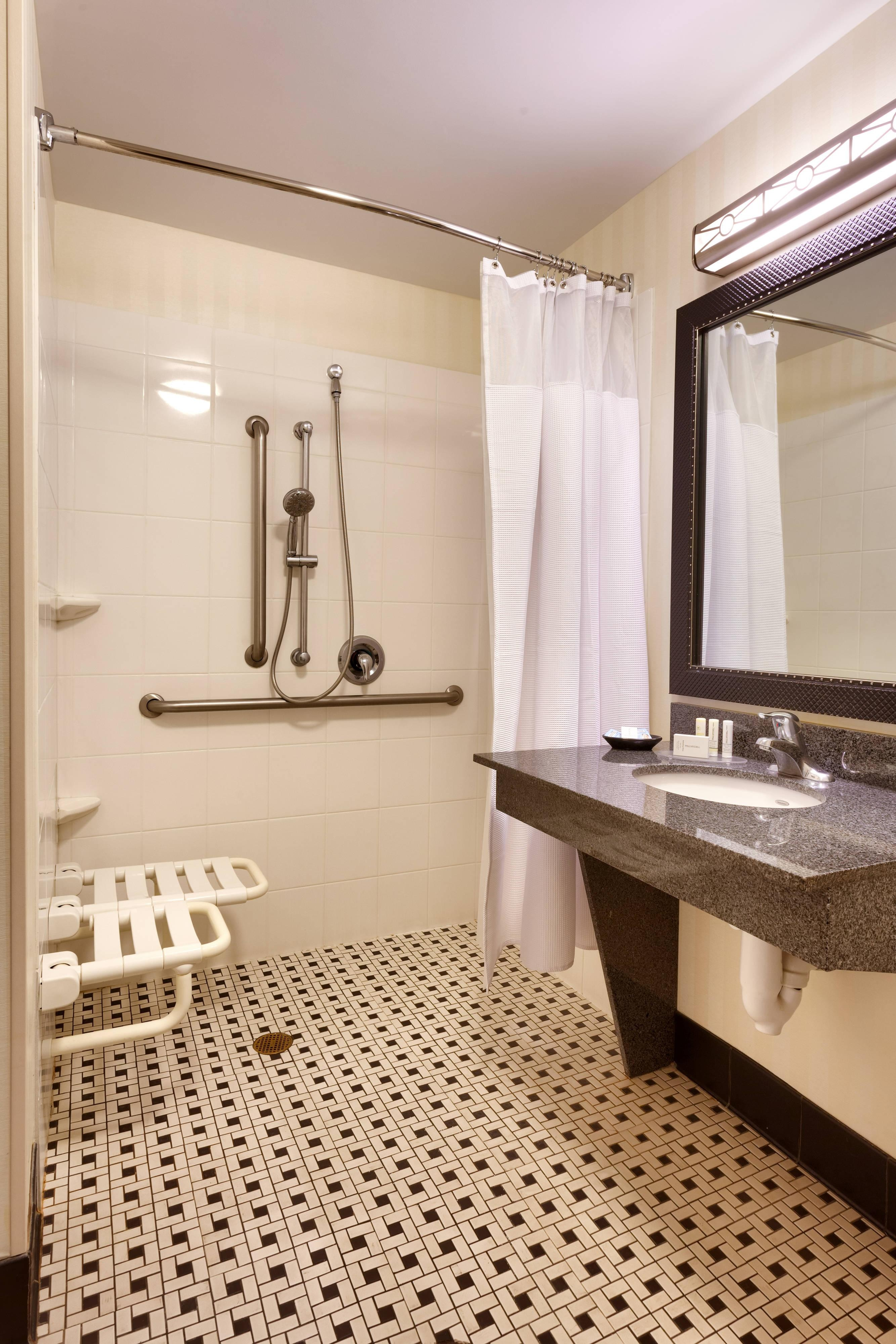 Accessible King Guest - Roll-In-Shower