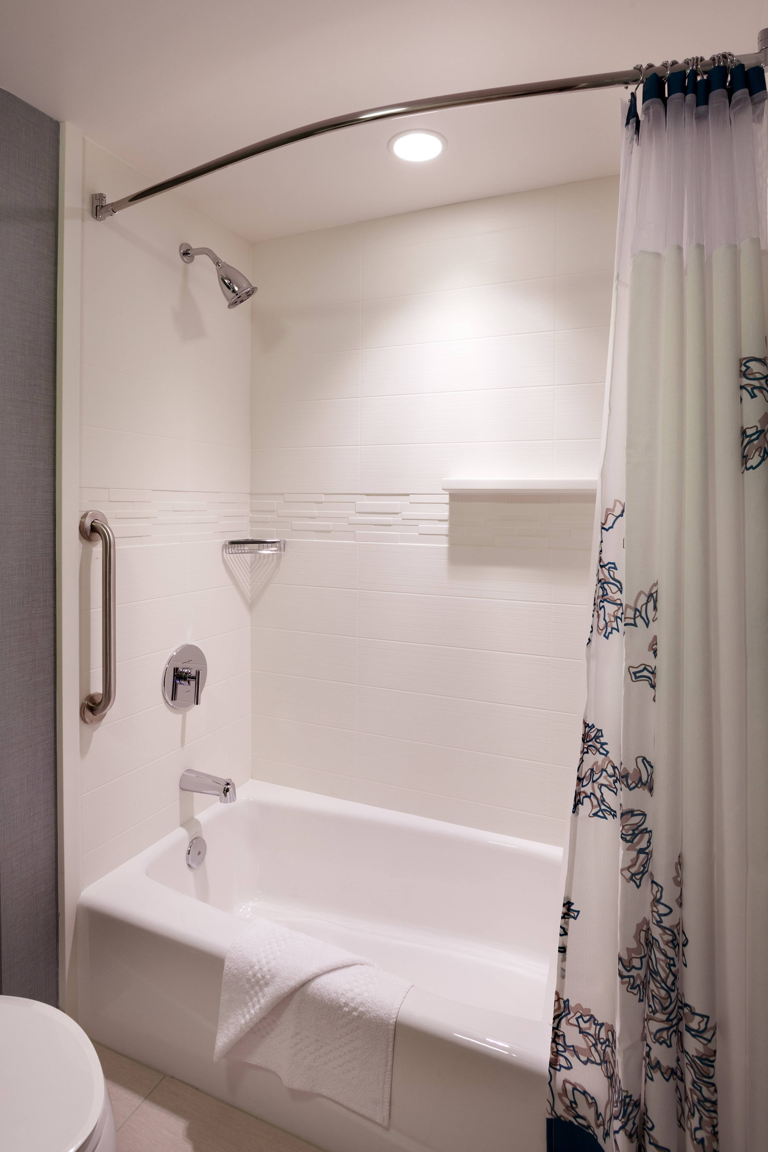 Suite Bathroom – Tub/Shower Combination