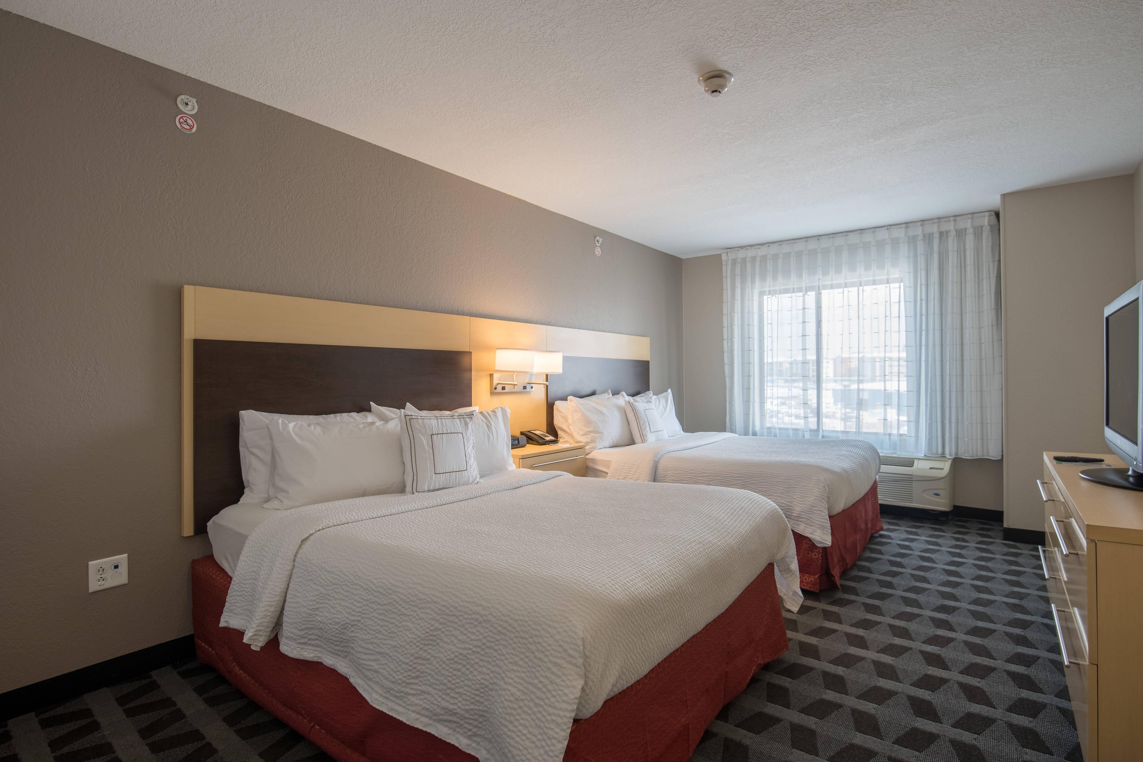 Suite de un dormitorio con dos camas Queen