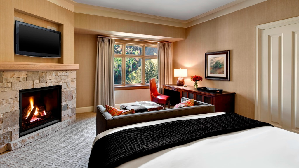 Grand Deluxe King Guest Room - fireplace