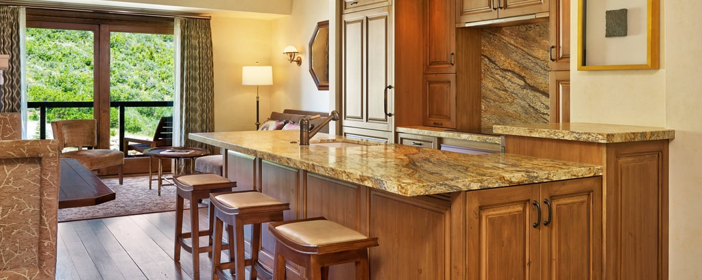 Luxury Suite - Kitchen
