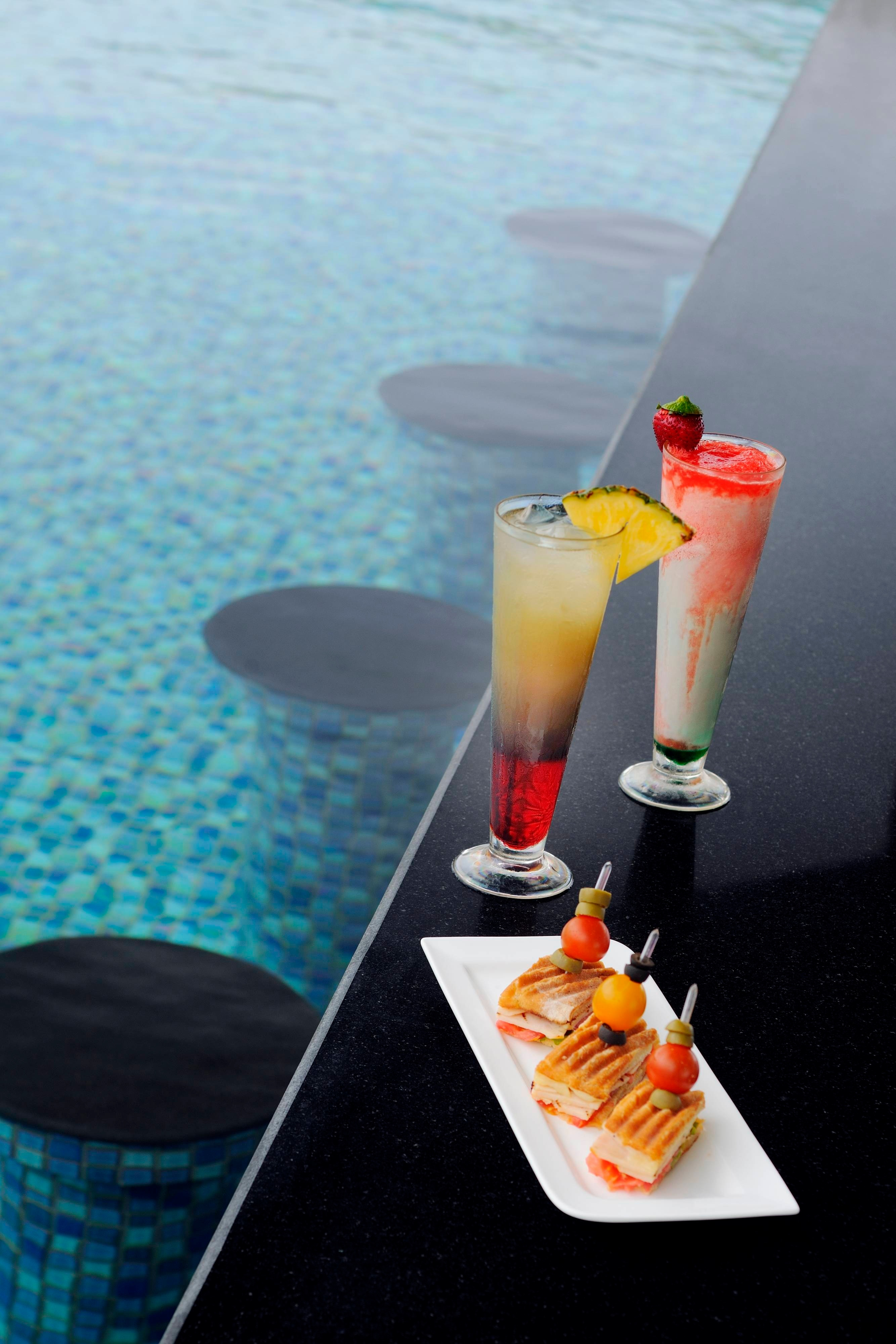 Salalah Marriott Resort Pool bar