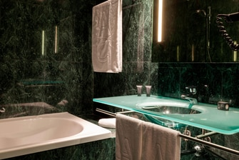 Guest Bathroom - Zamora Hotel