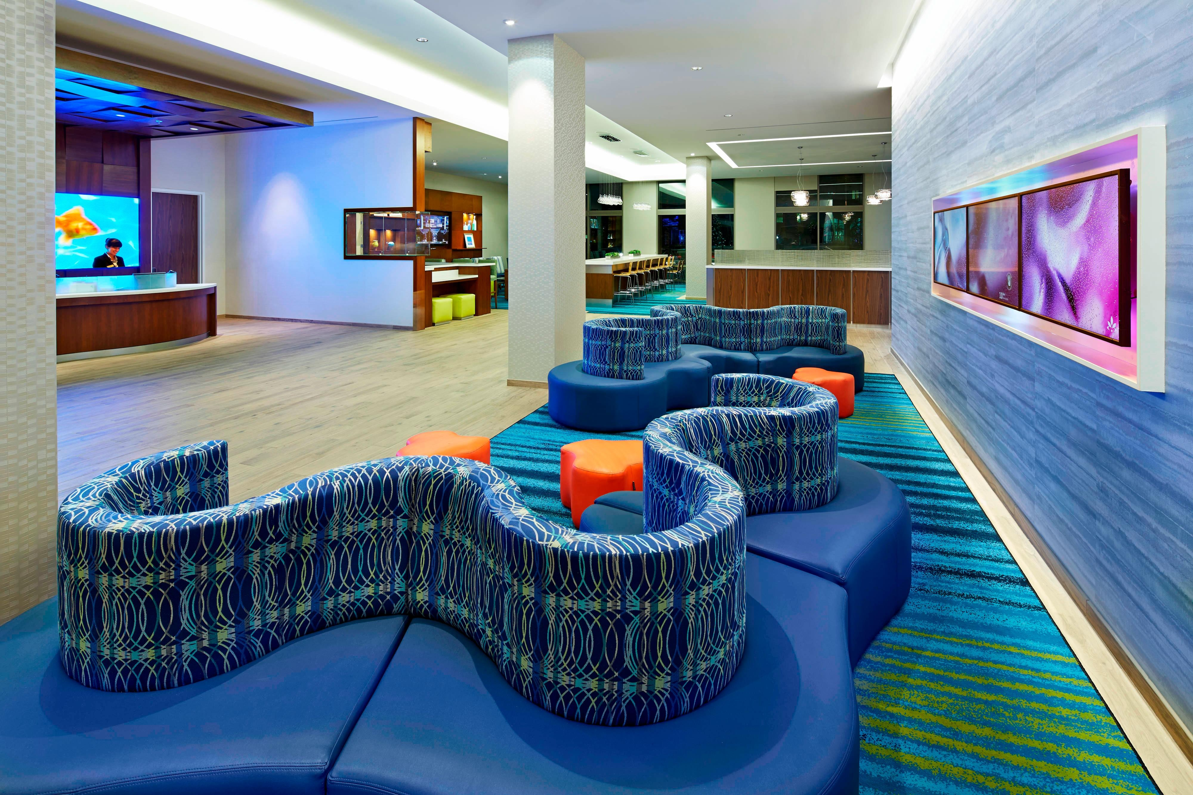 Lobby del hotel SpringHill Suites at Anaheim Resort/Convention Center