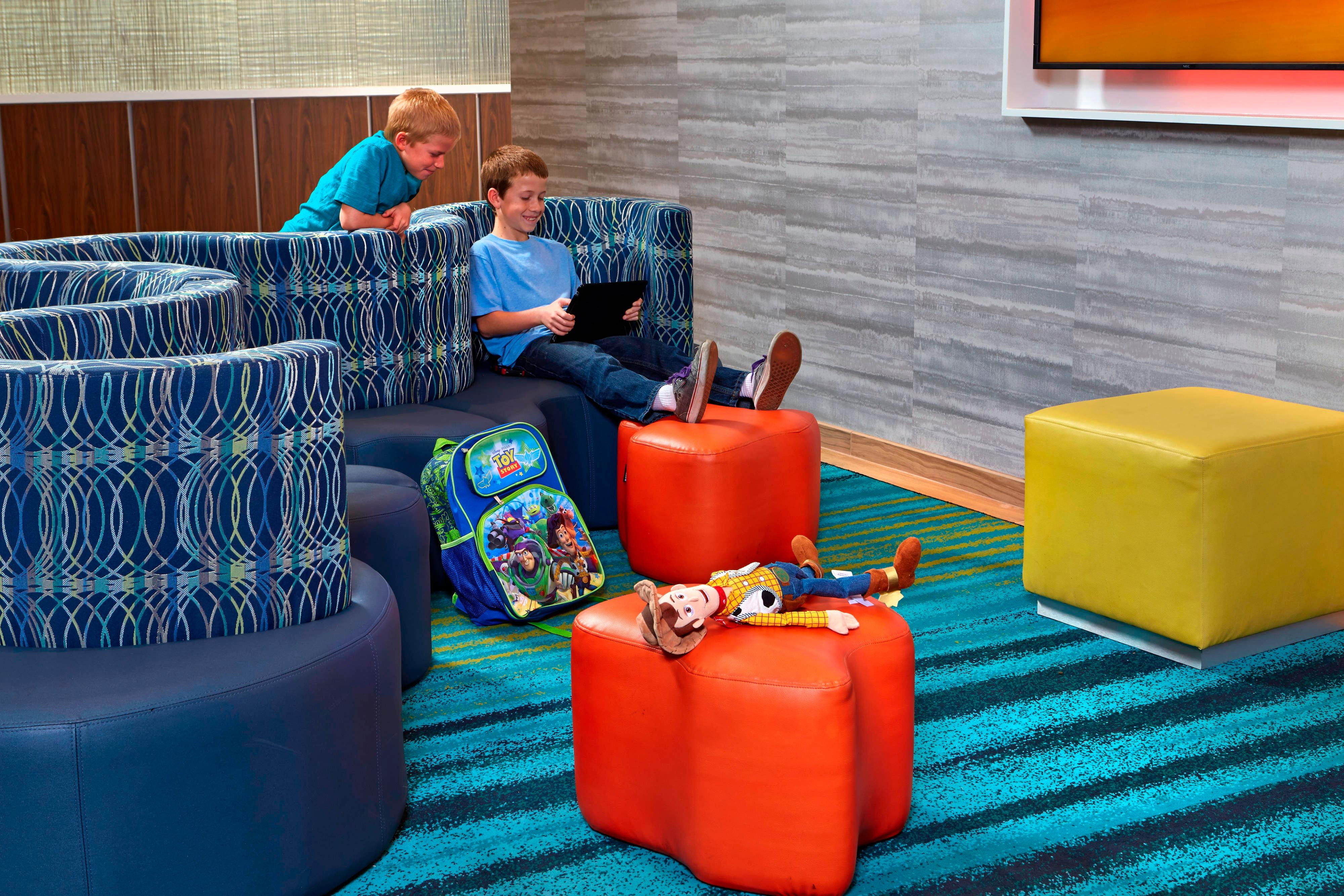 SpringHill Suites at Anaheim Resort/Convention Center Hotel Lobby