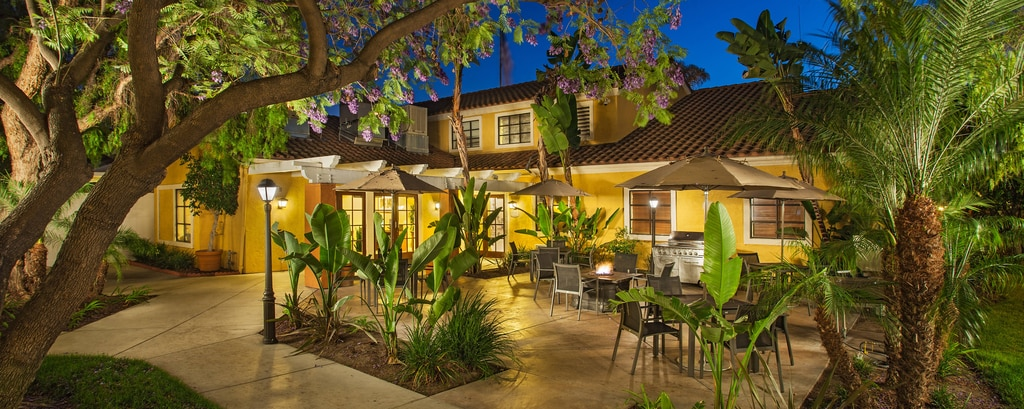 Residence Inn Anaheim Maingate Outdoor BBQ area