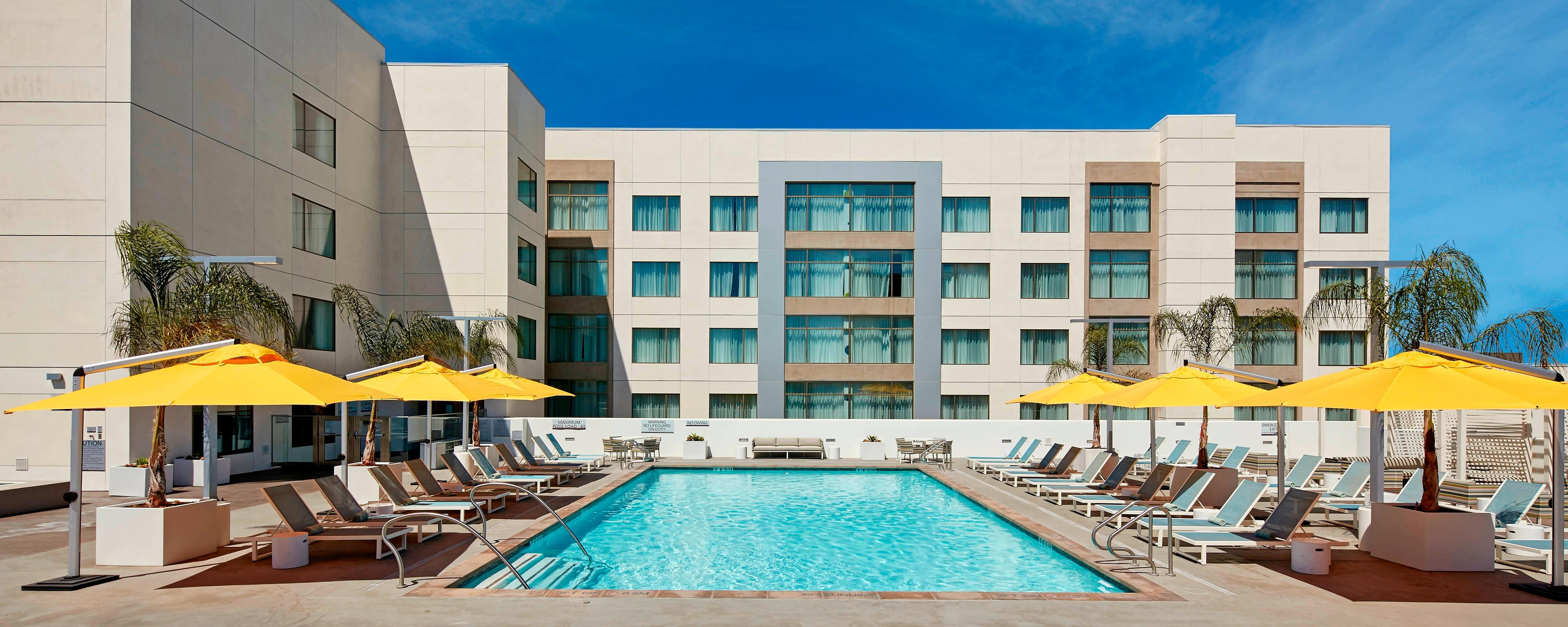 Family Suites near Disneyland at Embassy Anaheim South