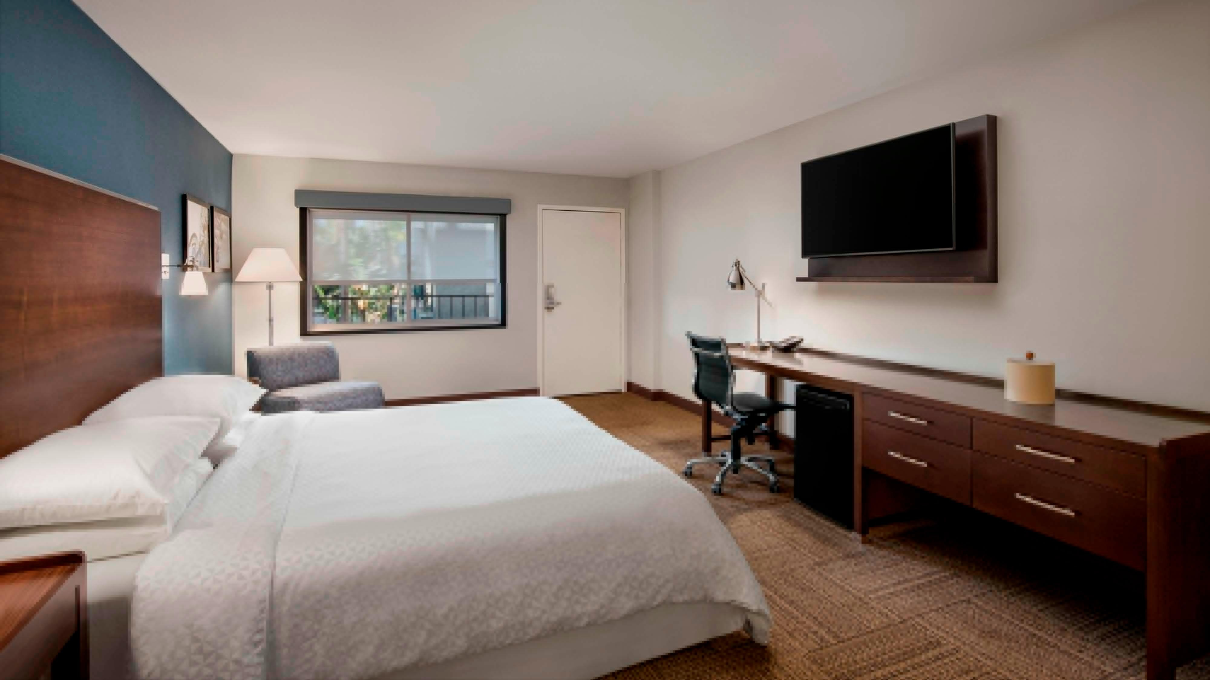 King Traditional or Deluxe ADA Guest Room