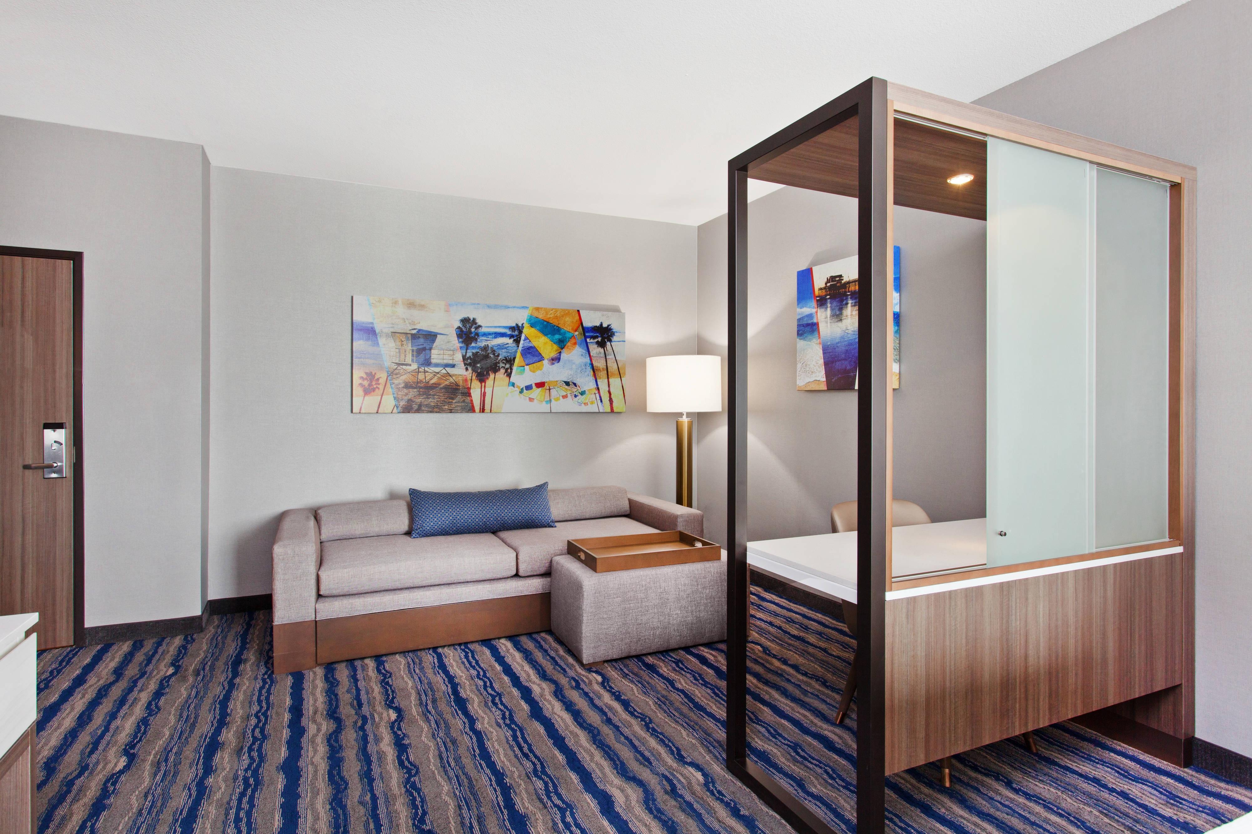 Larger Queen/Queen Studio Suite - Living Area