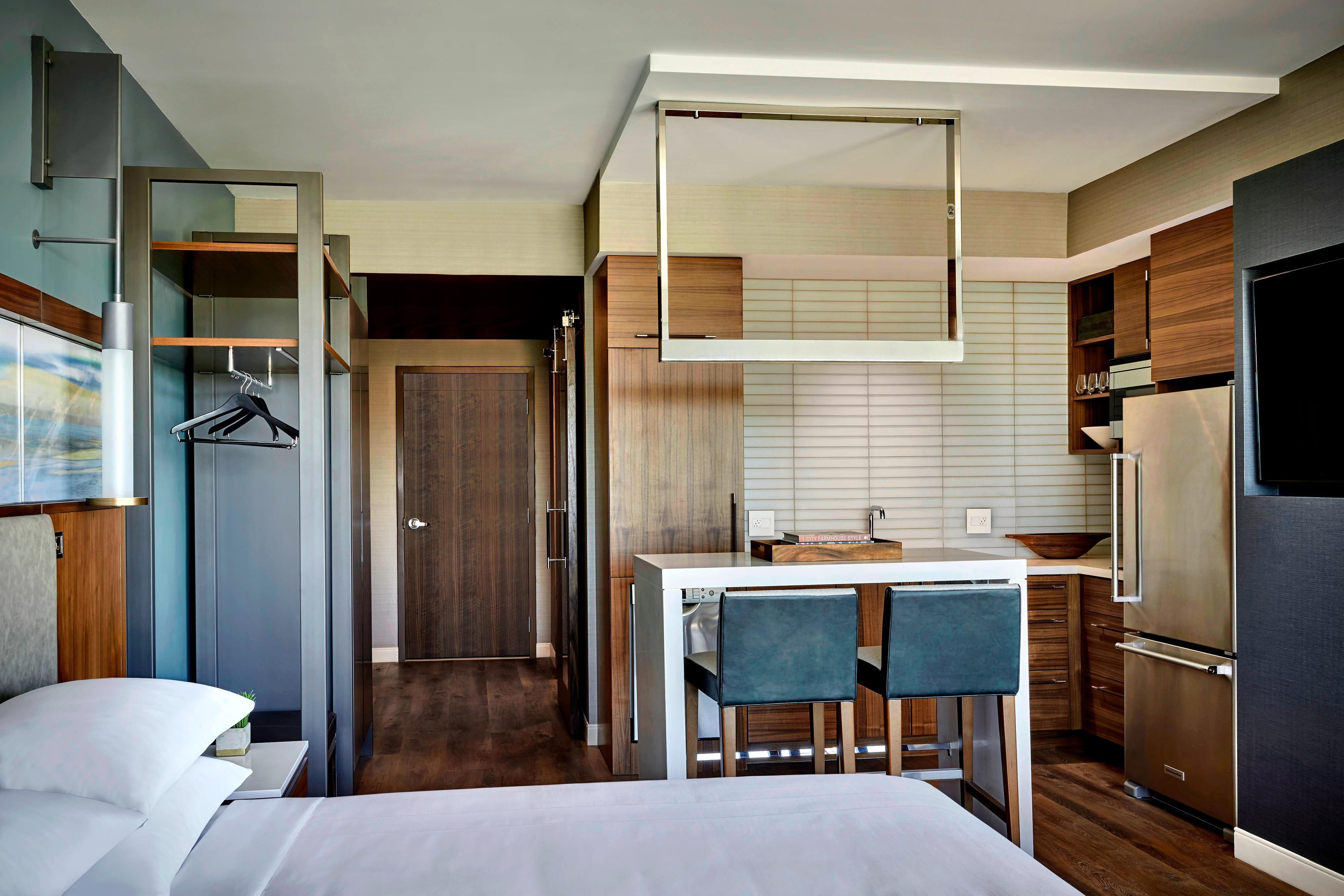 Premier King Suite - Kitchen Area