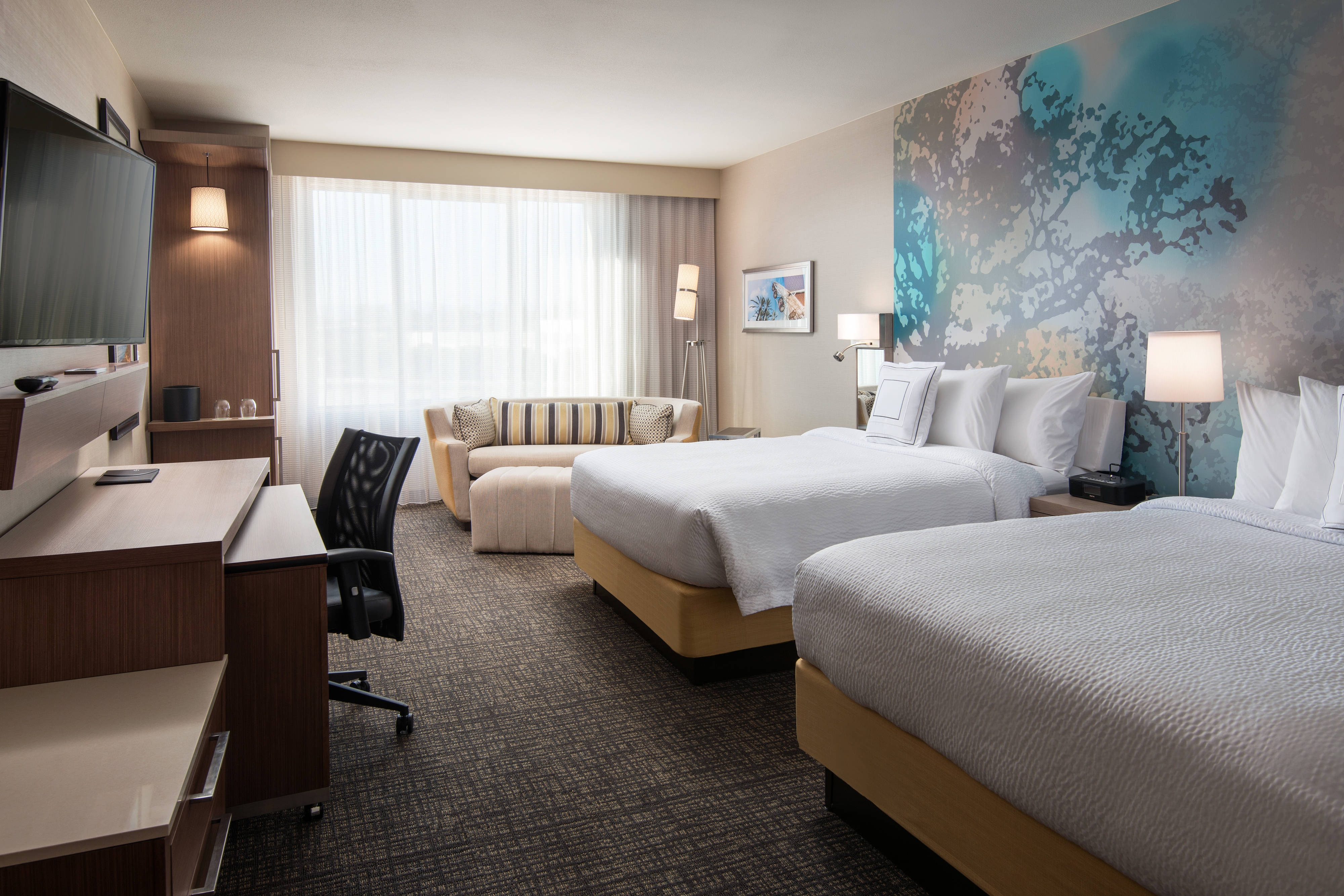 Rooms and hotel suites in irvine california courtyard - Menzies hotel irvine swimming pool ...