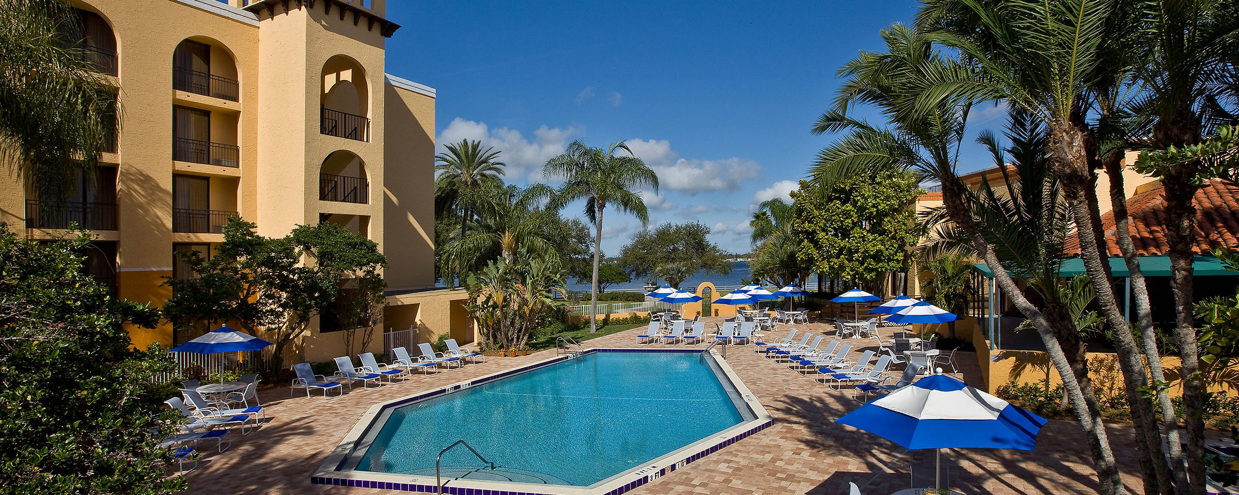Hotel In Bradenton Outdoor Pool