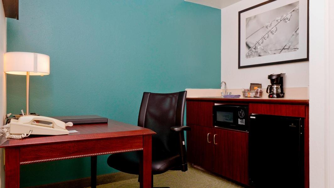 Minicocina y escritorio de la suite