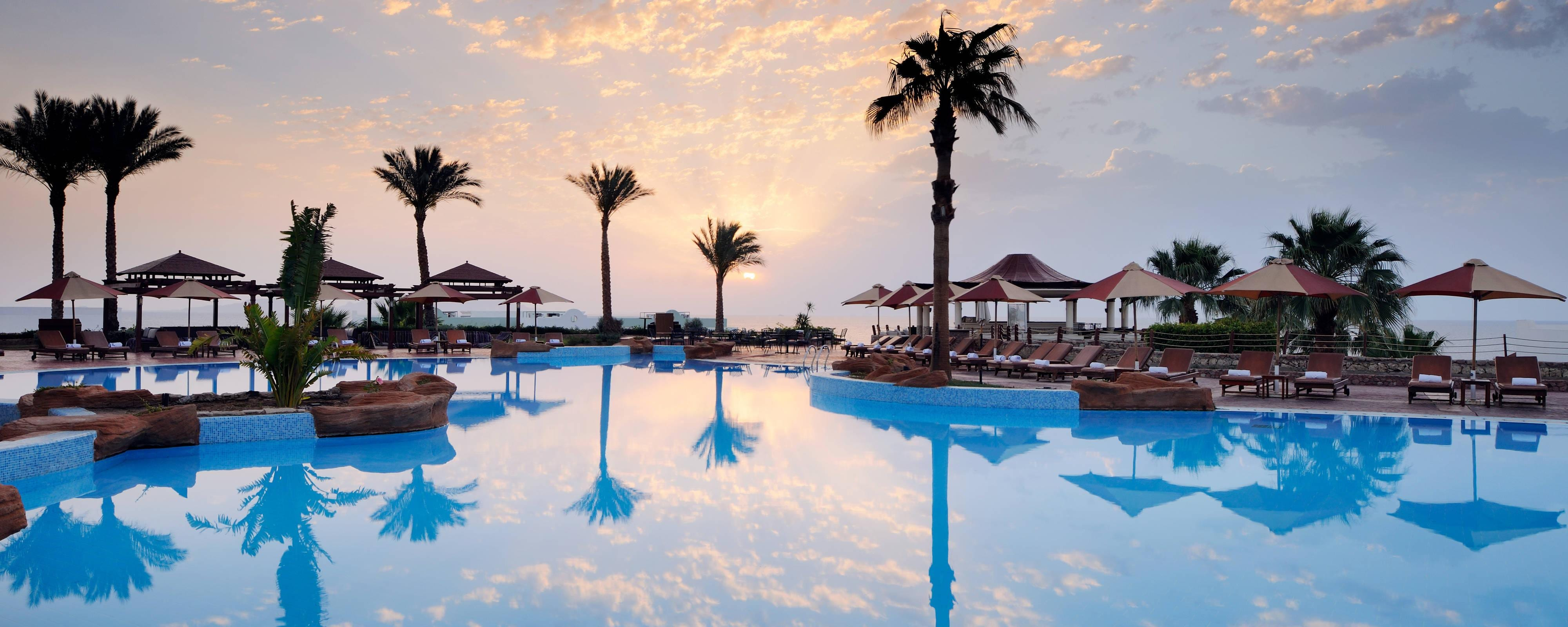 Бассейн курорта Renaissance Sharm El Sheikh Resort