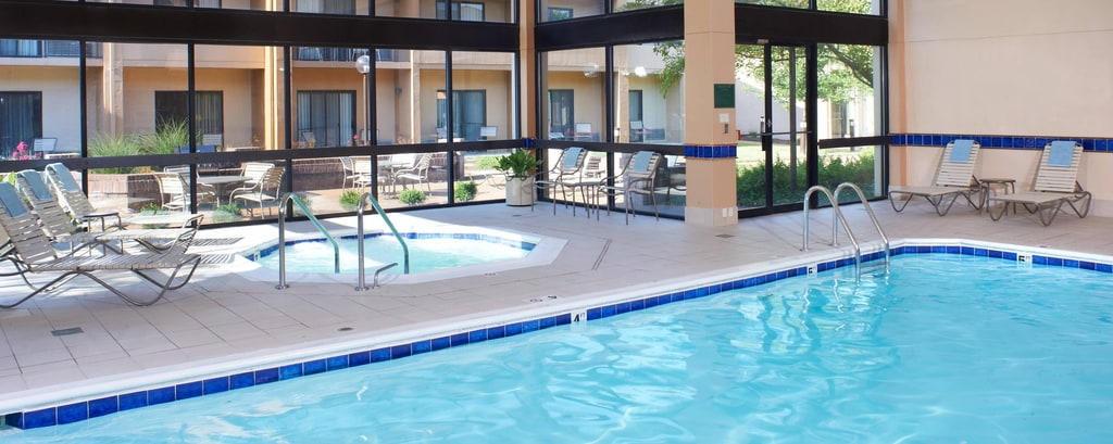 Courtyard St. Louis Creve Coeur Indoor Pool