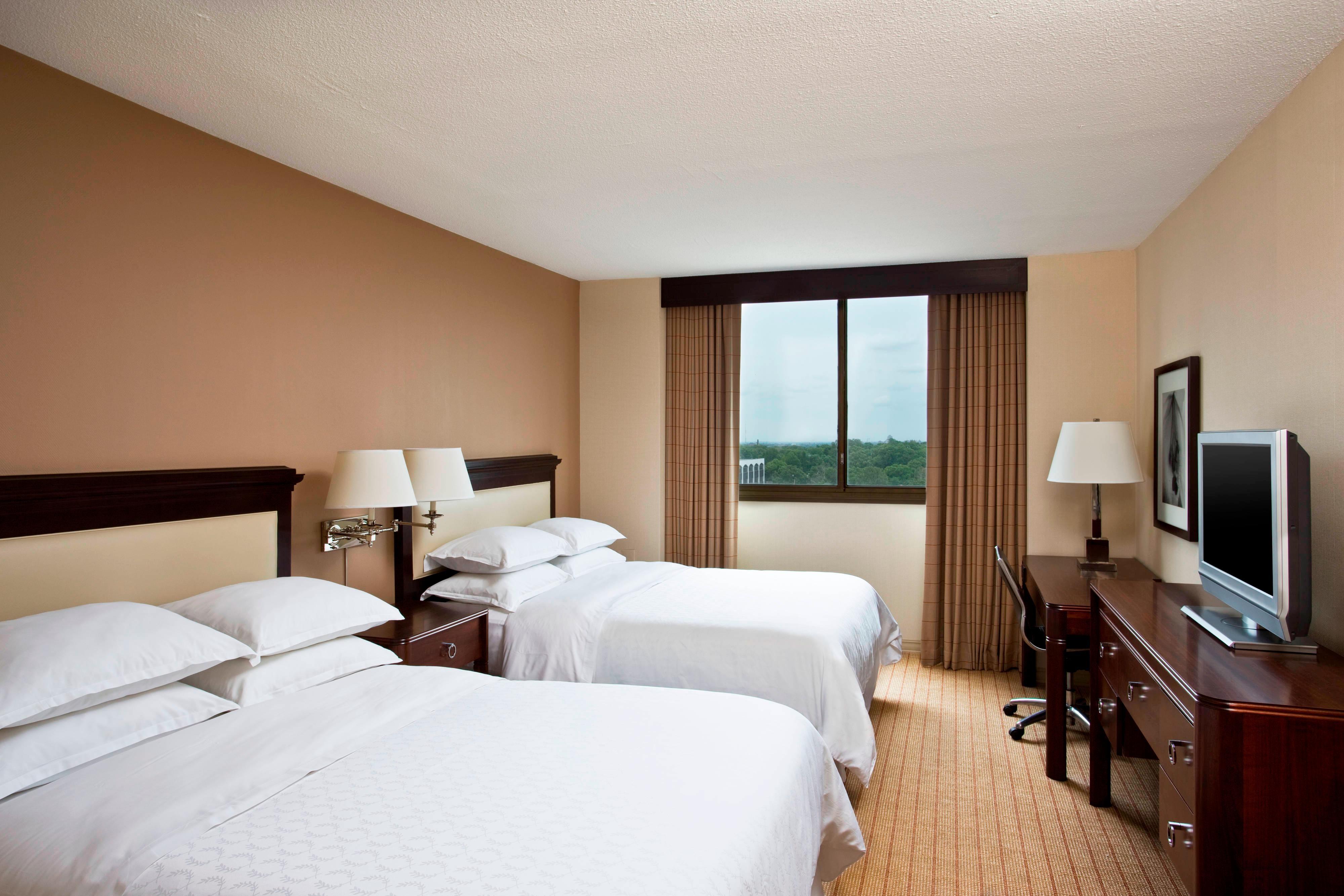 Guest Room Queen/Queen Sleeper Beds
