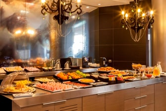 Desayuno bufet en hotel de Sevilla