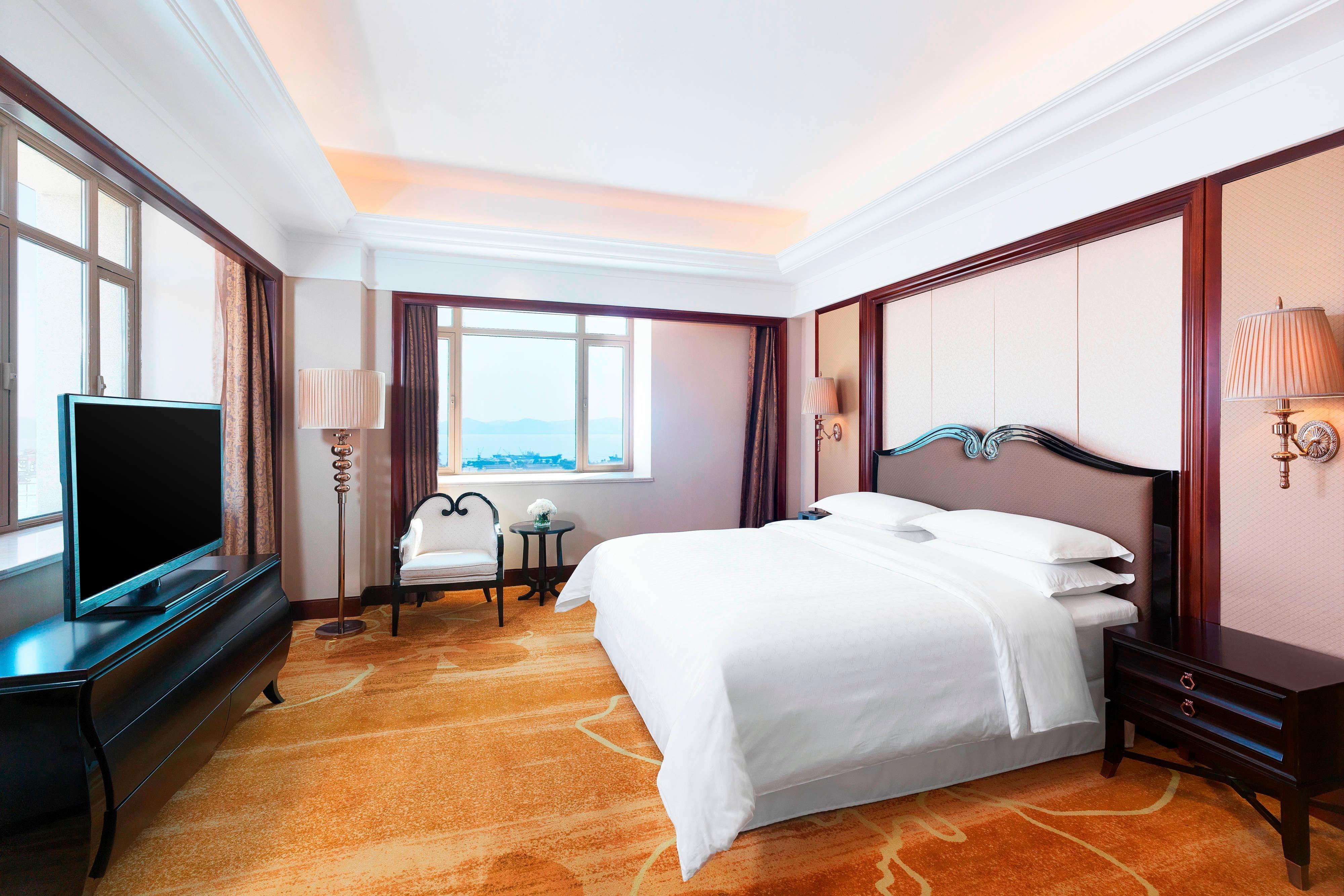 Deluxe Sea View Suite - Bedroom