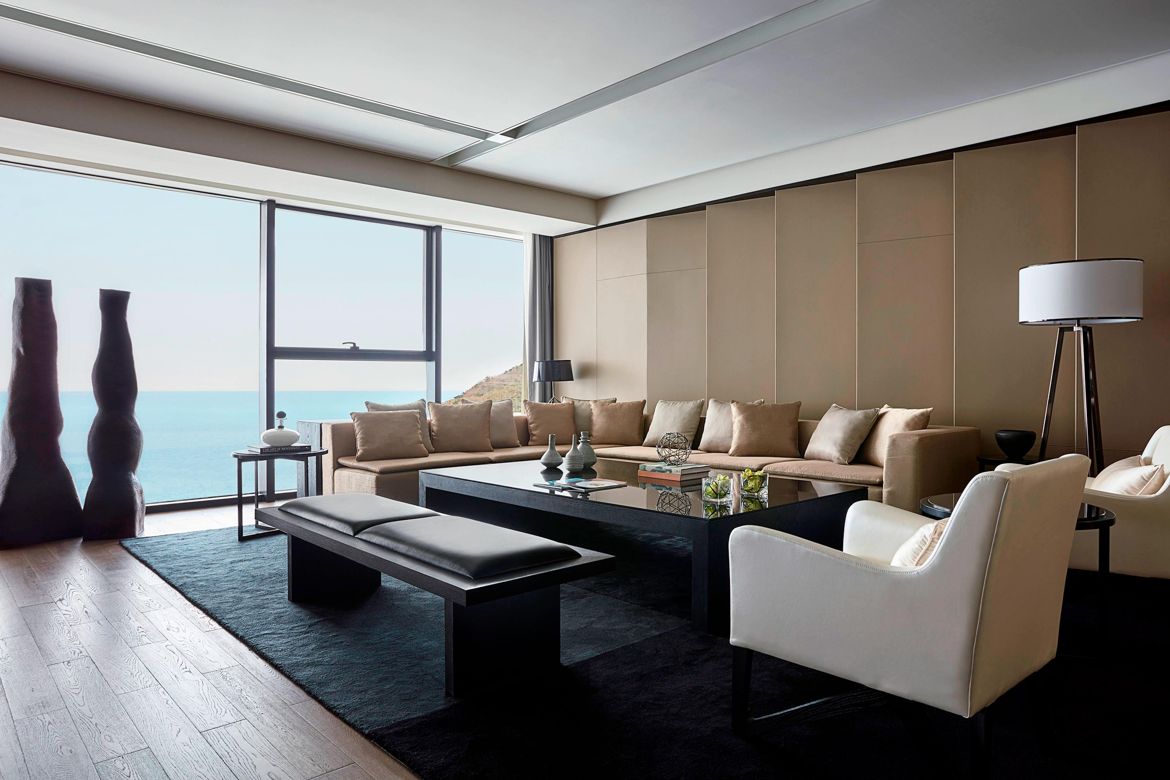 Celebrity Suite - Living Room