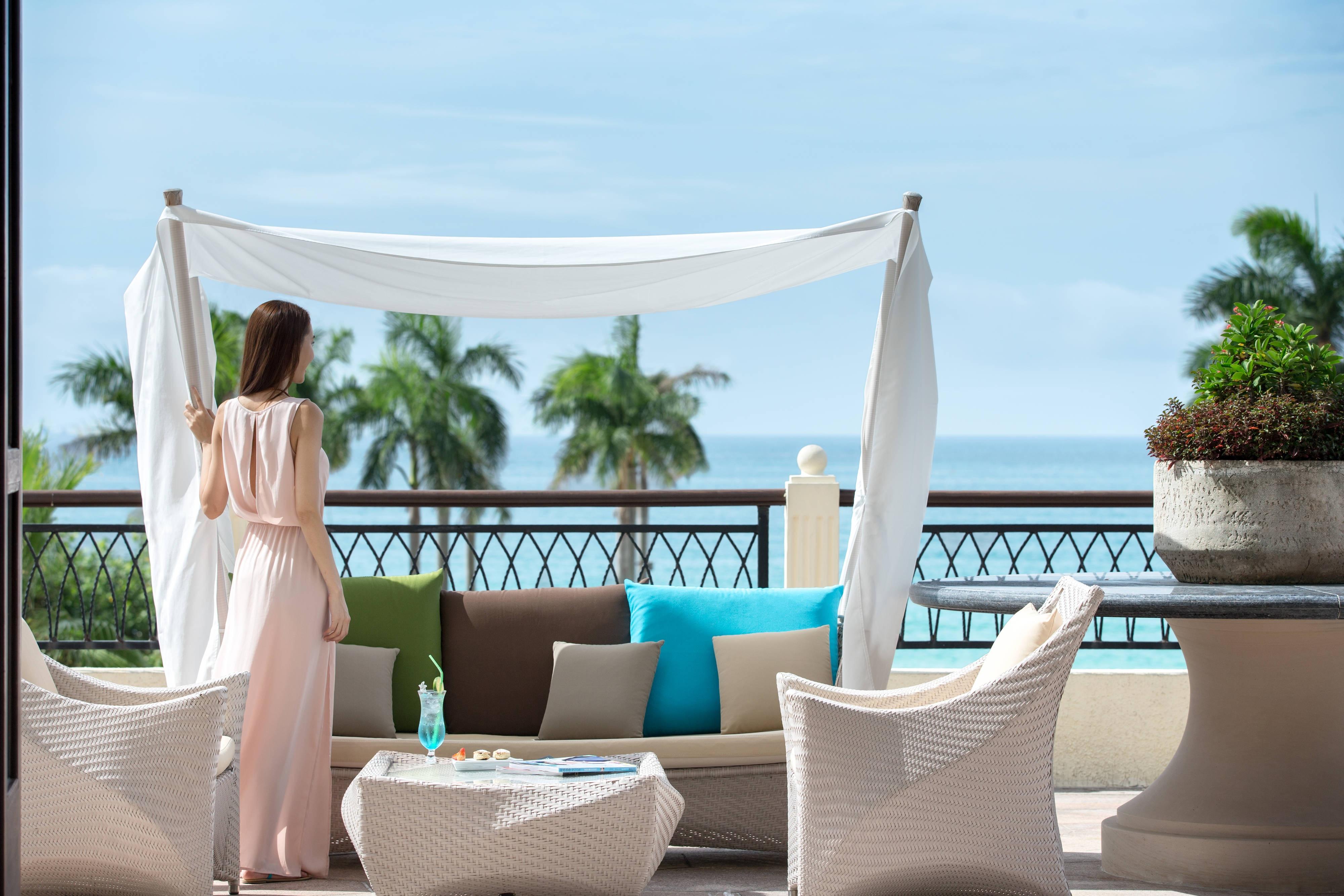 Panoramic ocean view lobby Sanya