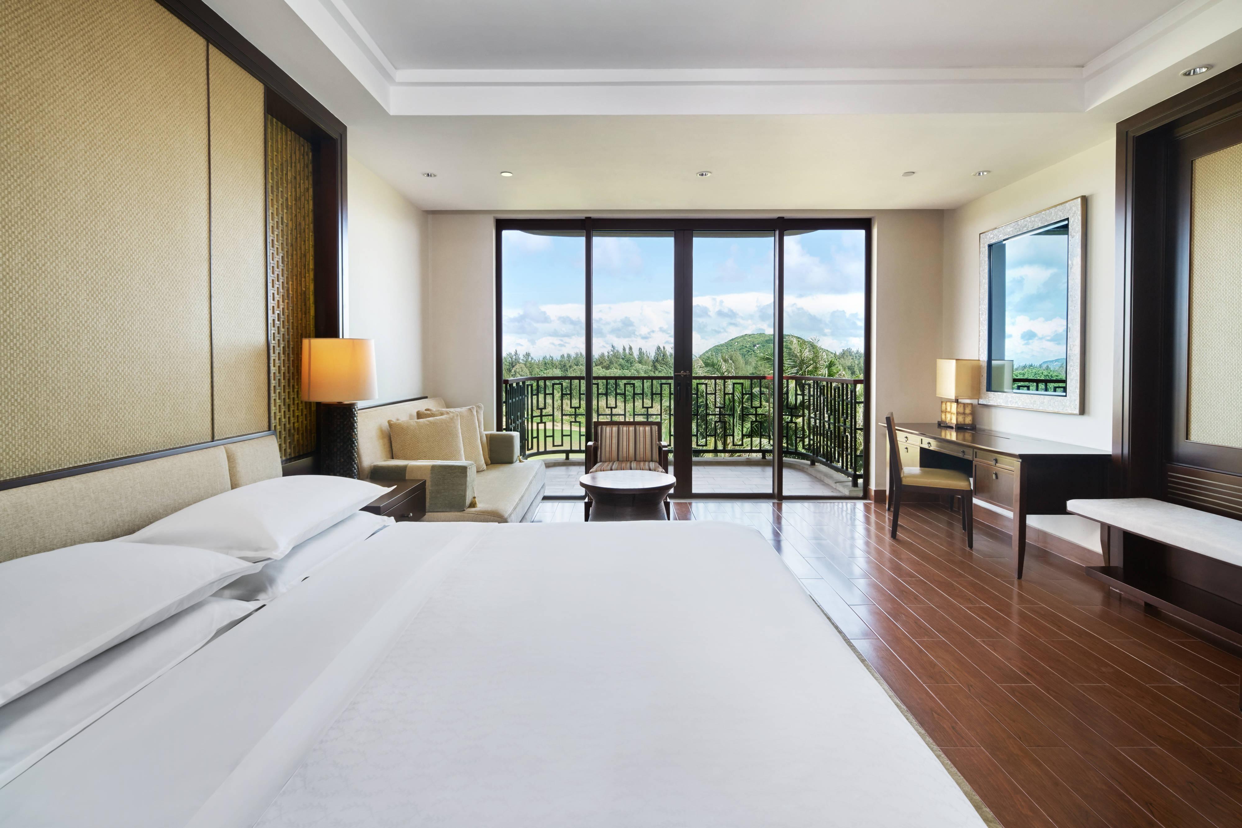 Номер Ocean с двуспальной кроватью (King) и видом на гольф-поле