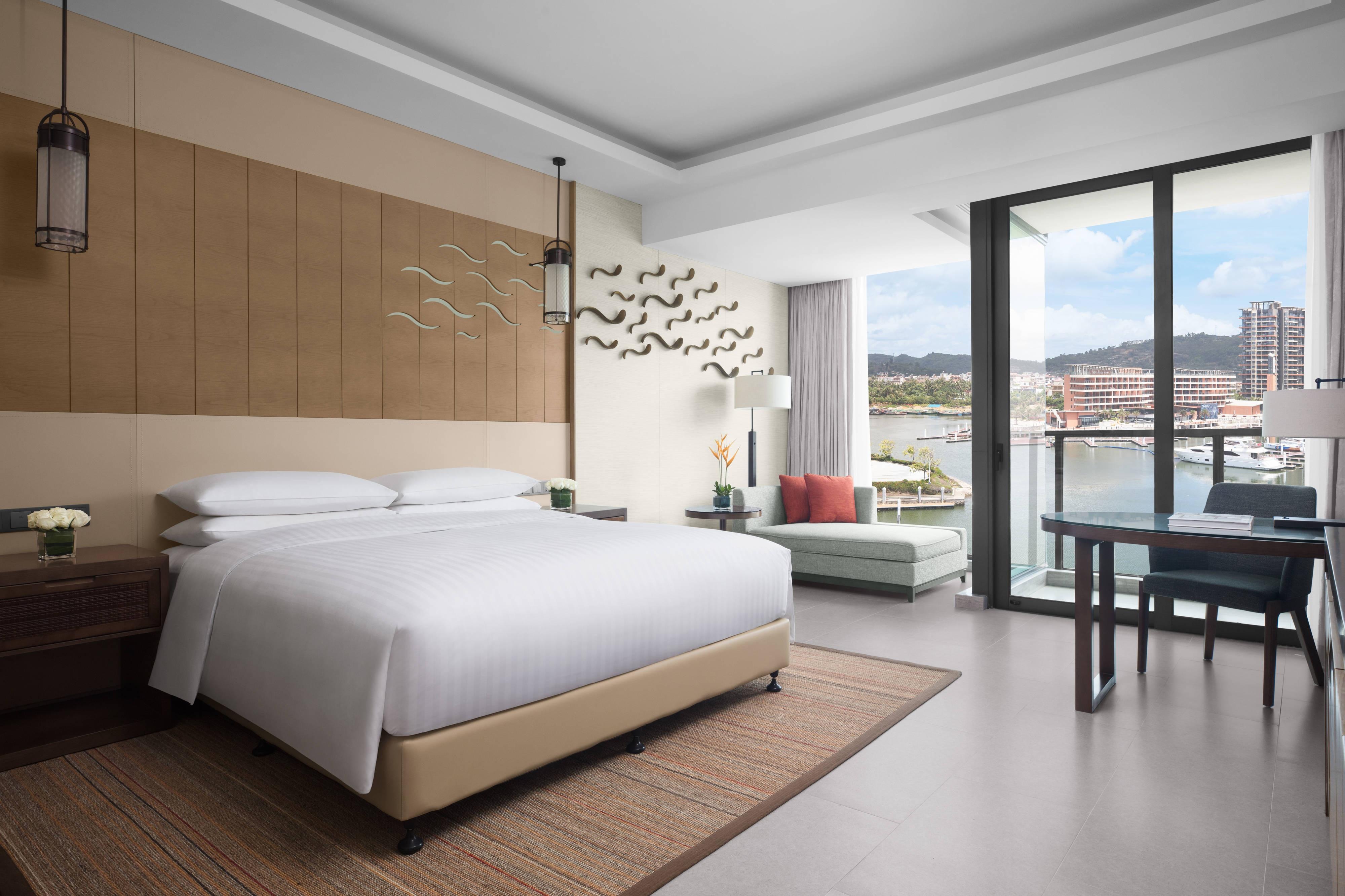 Улучшенный номер с двуспальной кроватью (King) и видом на гавань