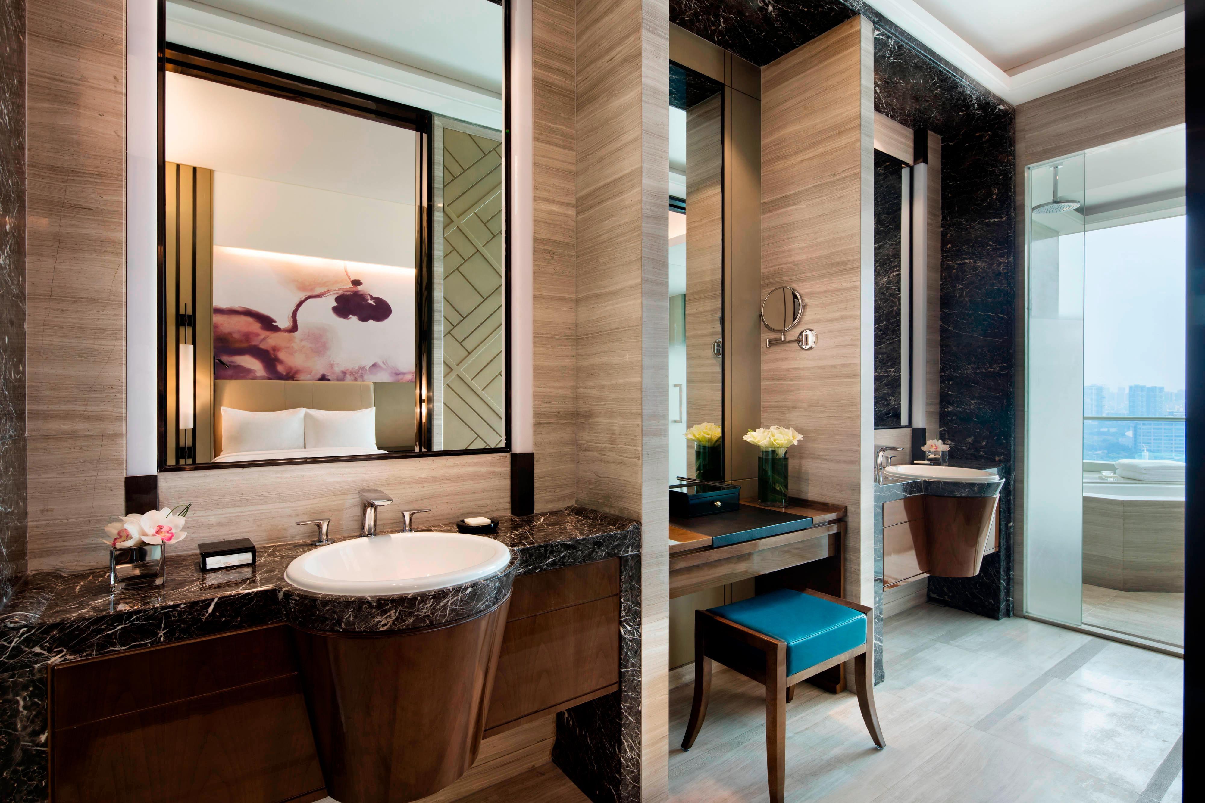 Deluxe Room-Bathroom