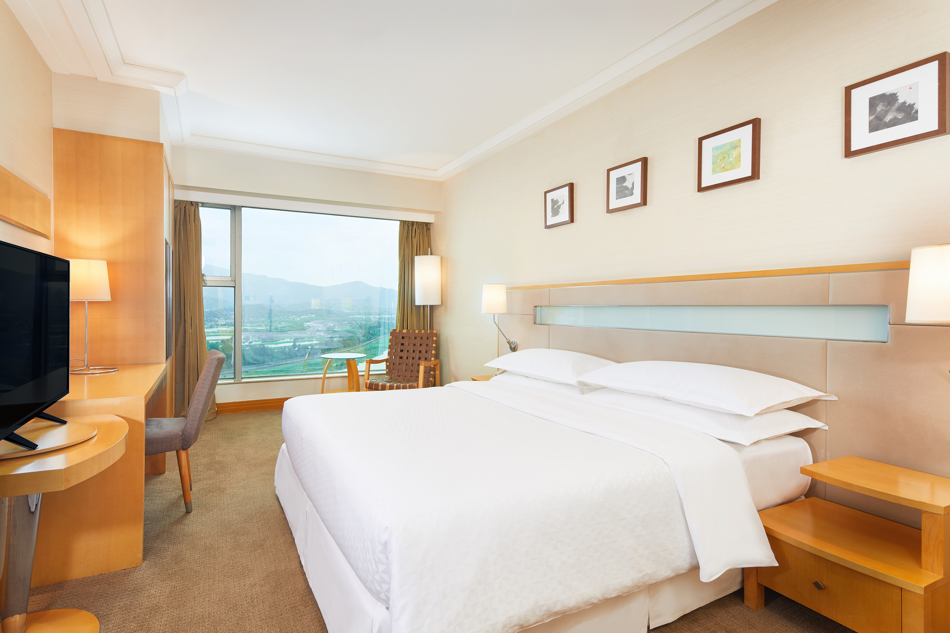 Chambre supérieure avec lit king size et vue sur le fleuve