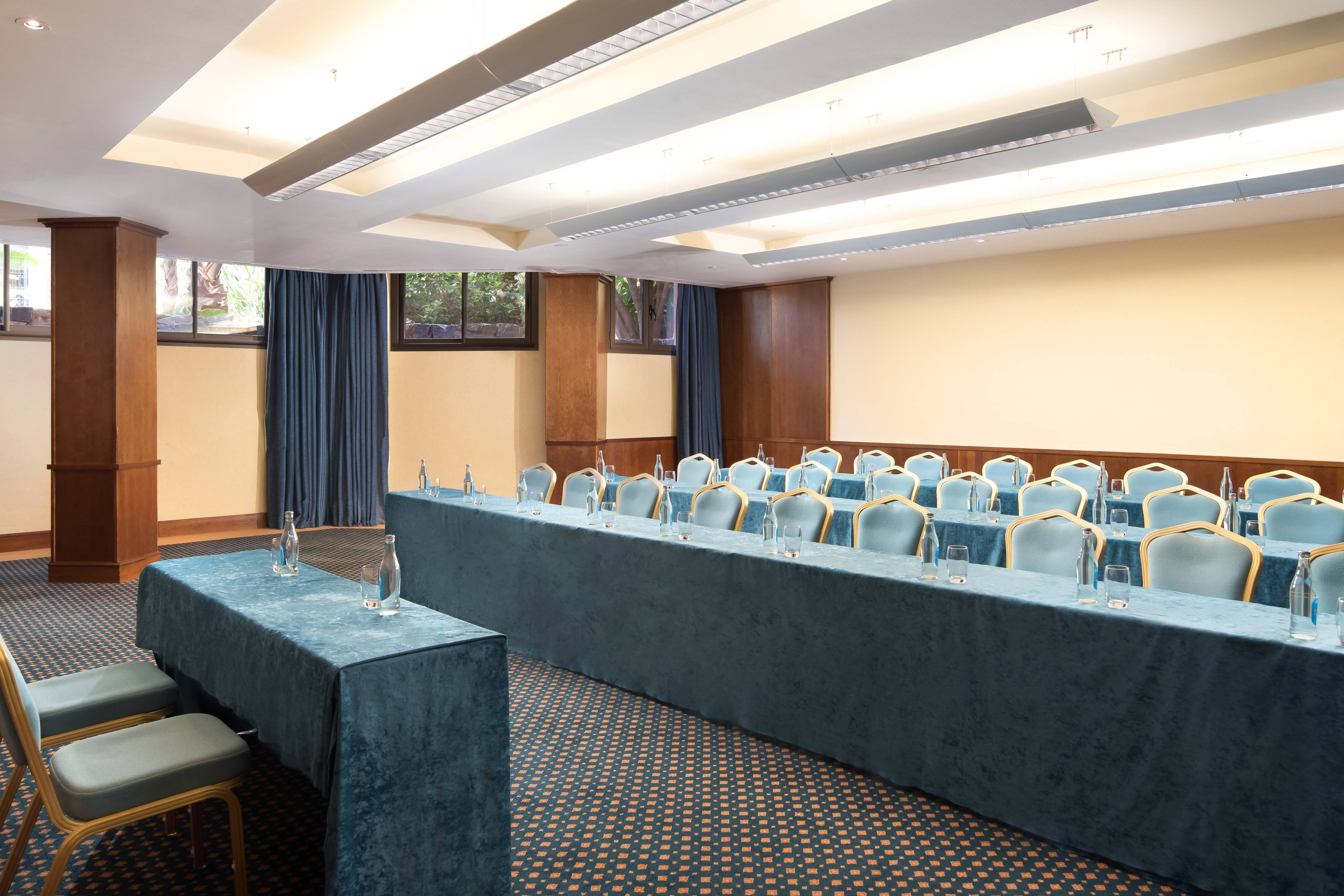 Adeje Meeting Room