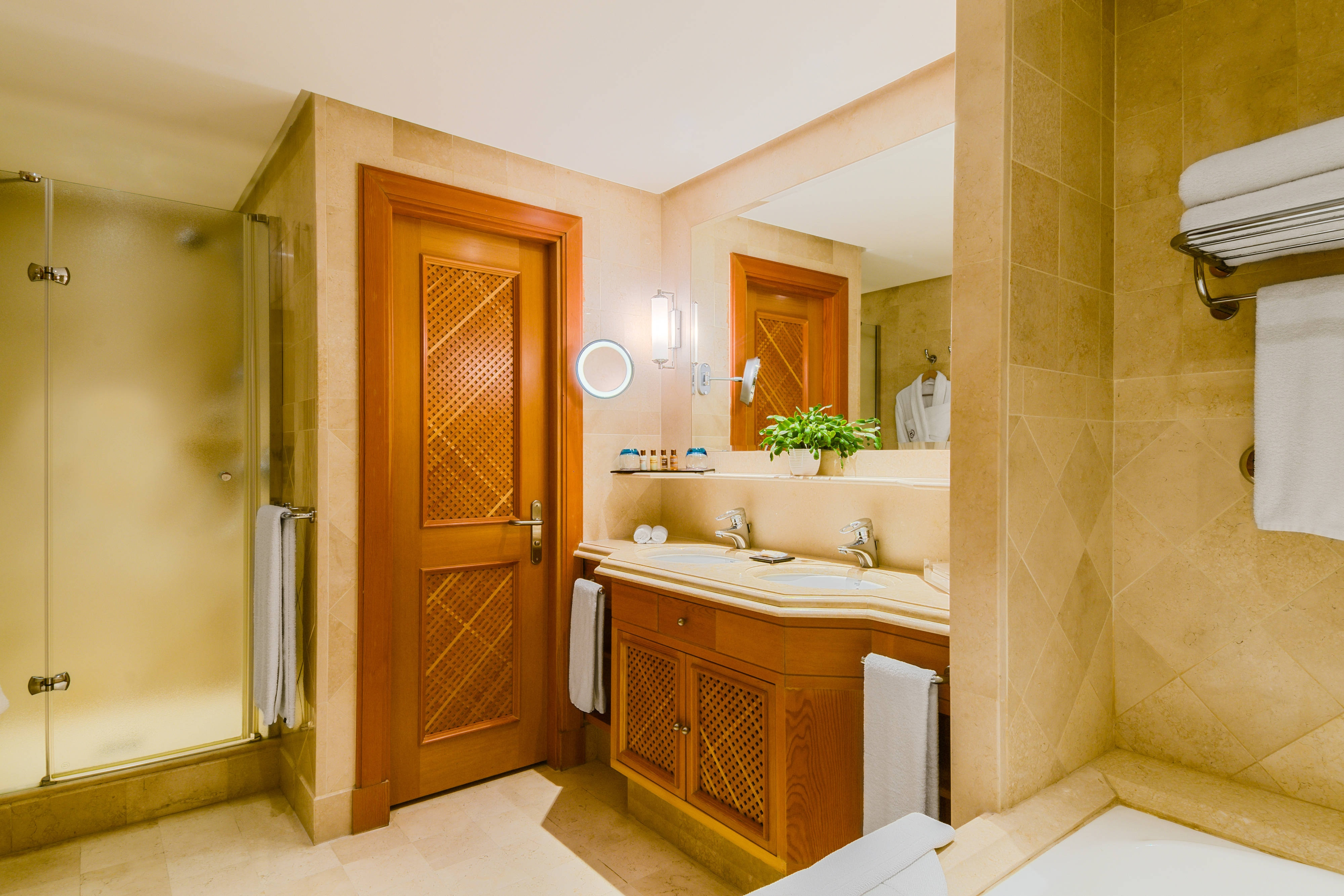 Double Deluxe Room - Bathroom