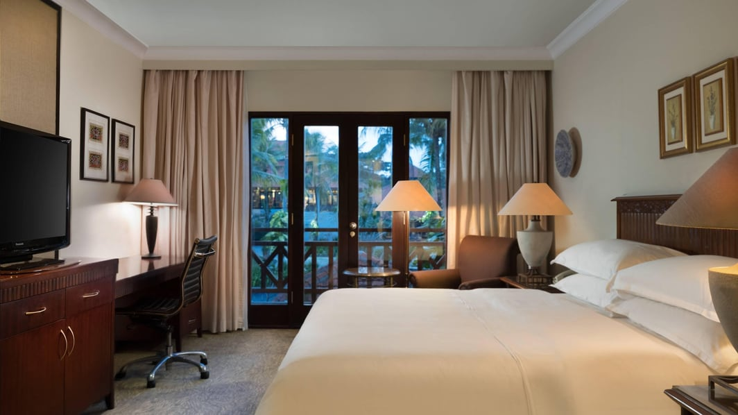 King Deluxe Guest Room Pool View
