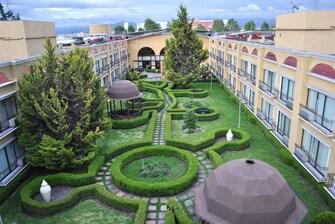 Área al aire libre del hotel en Toluca