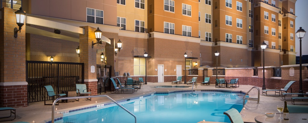 Tallahassee Hotels with Outdoor Pools