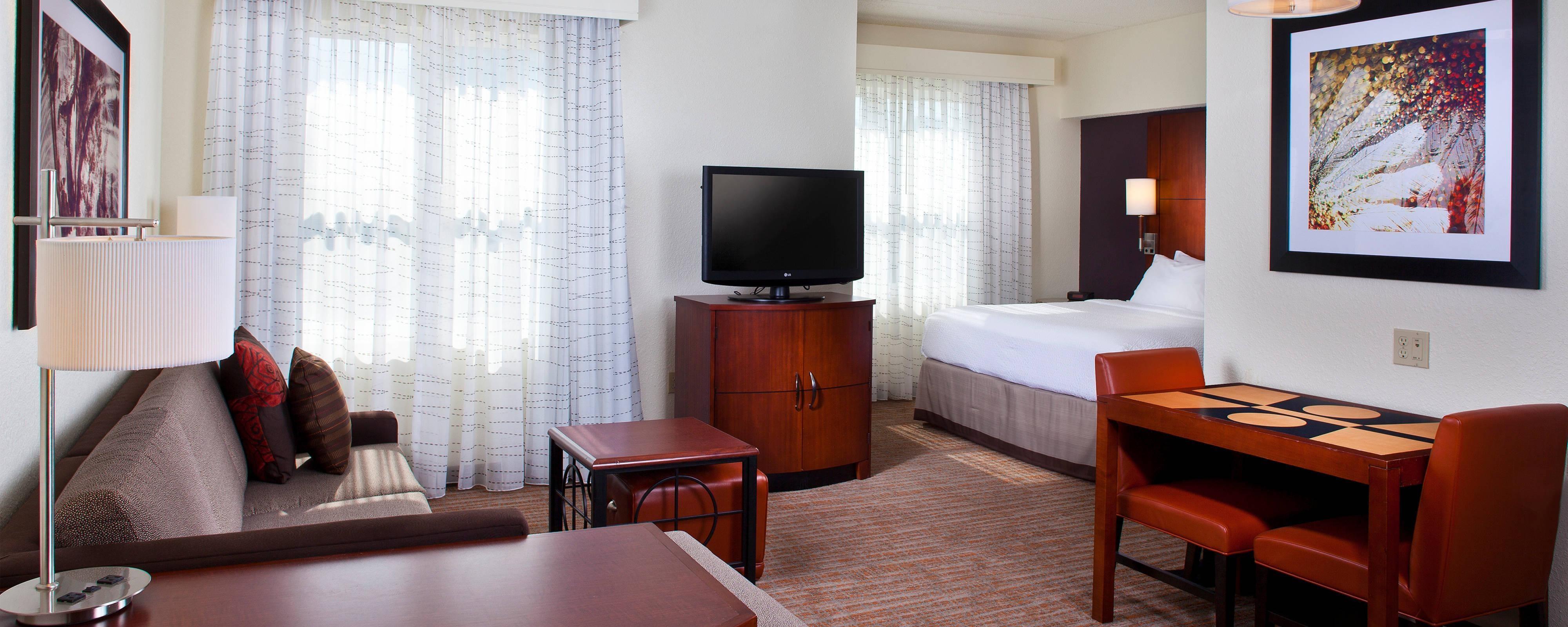 タラハシーのダウンタウンのホテルのスイート