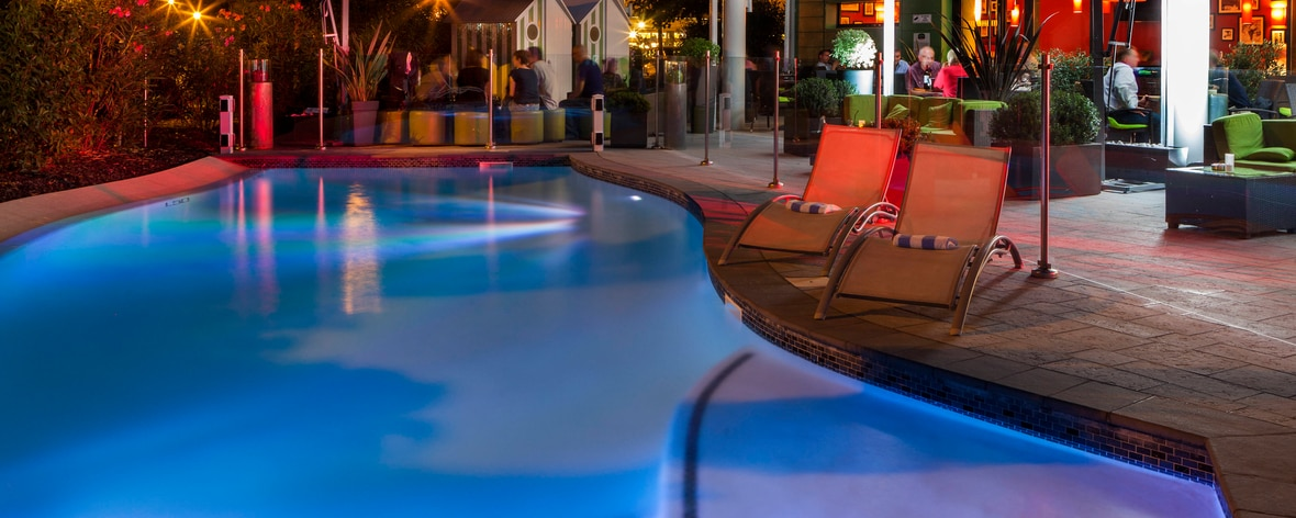 Toulouse Airport hotel outdoor pool