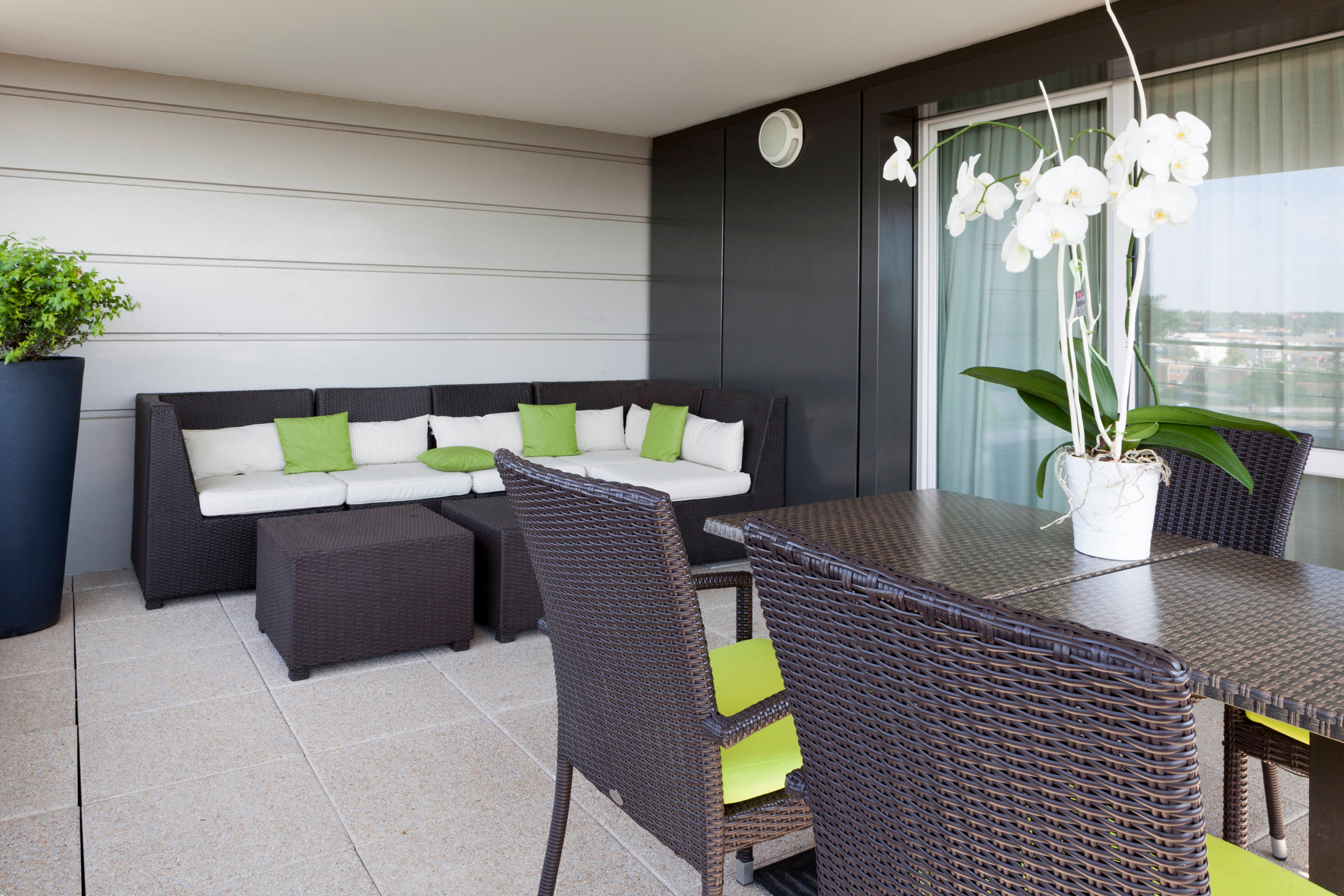 Toulouse Airport hotel suite terrace