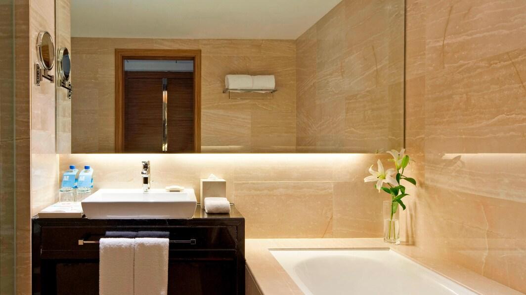Komfortzimmer mit zwei Einzelbetten – Bad