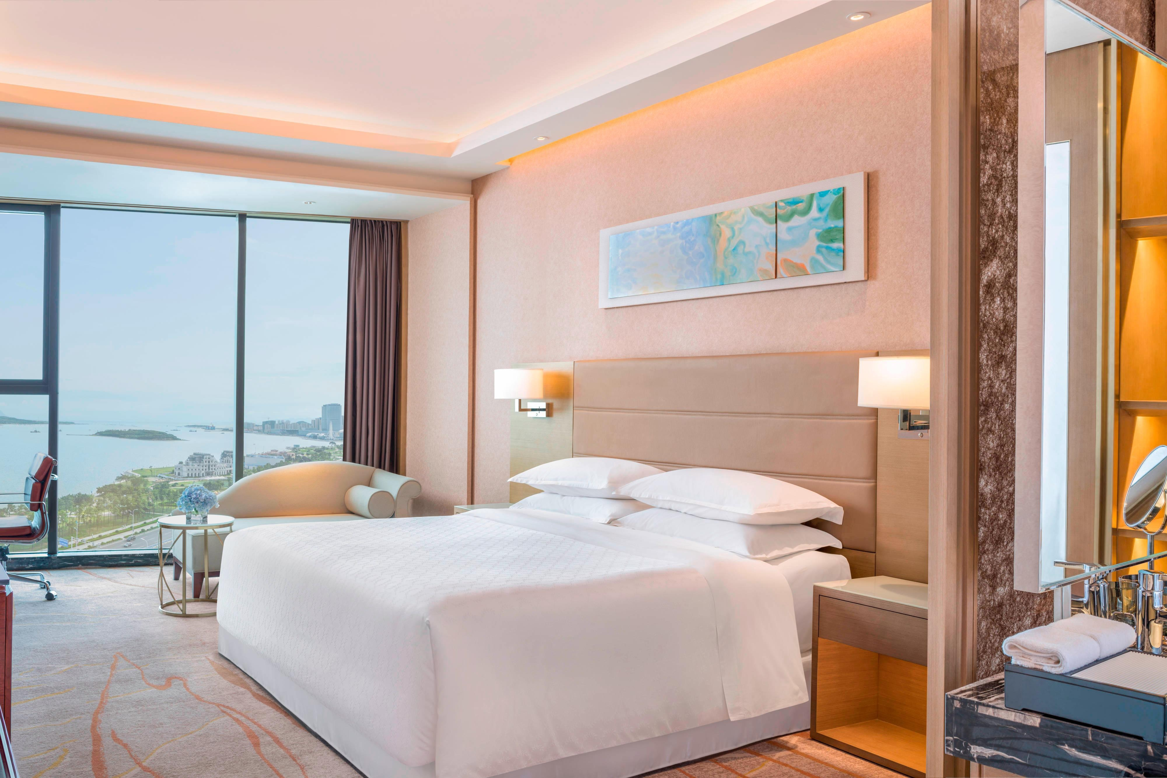 Premier Sea View King Guest Room