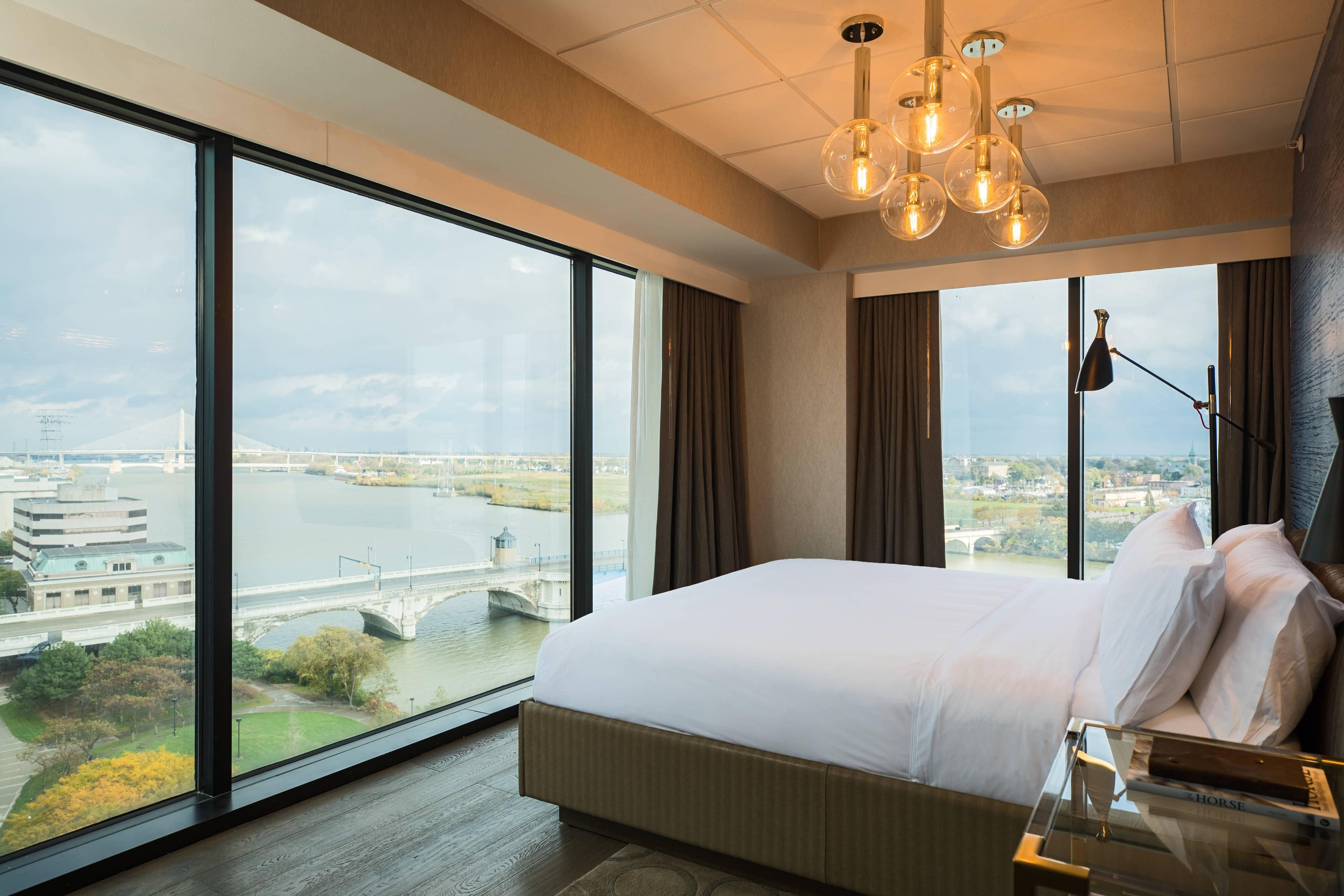 Glass City Suite Bedroom