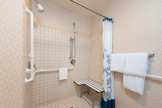 Maumee Hotel Accessible Bathroom