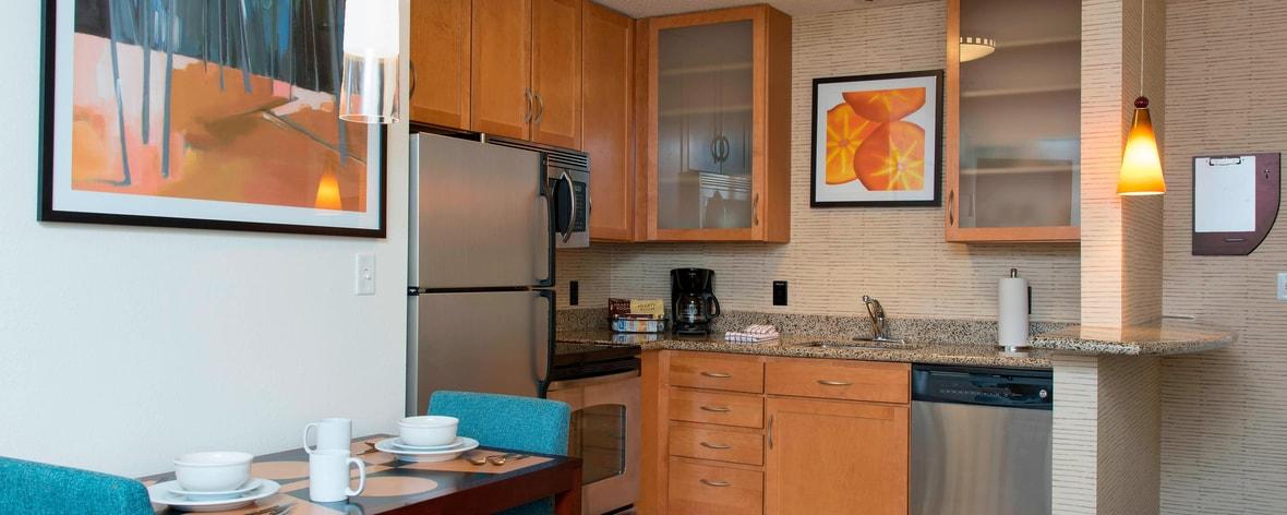 Suite mit einem Schlafzimmer und Küche in Toledo, OH