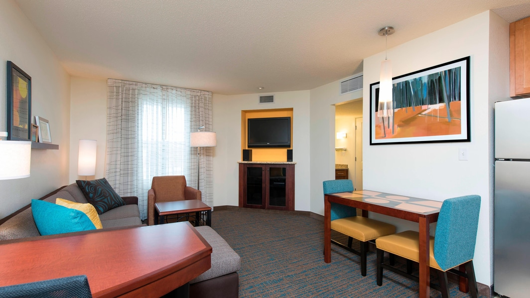 Maumee Hotel Suite Living Area