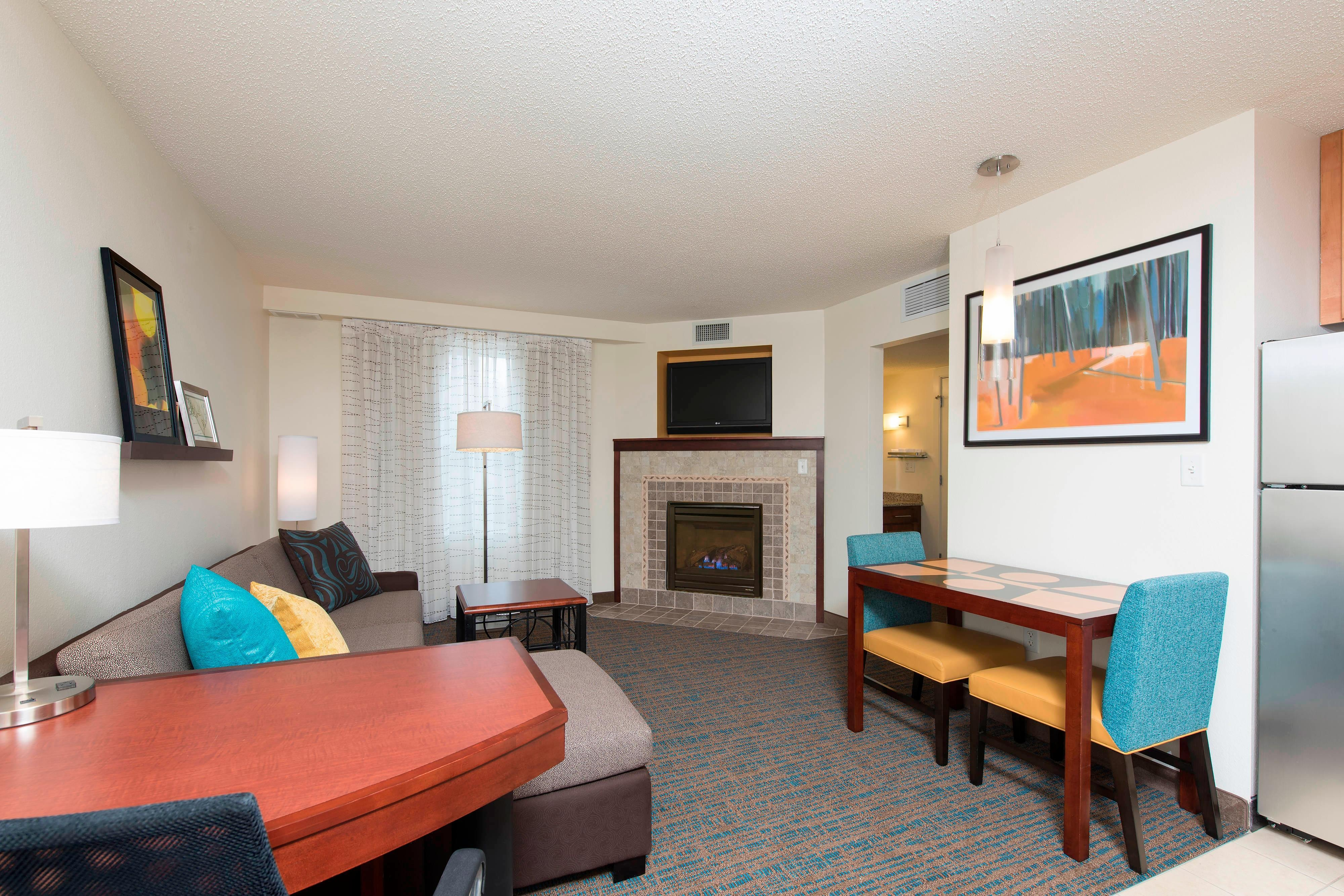 Suite Fireplace Hotel in Toledo OH