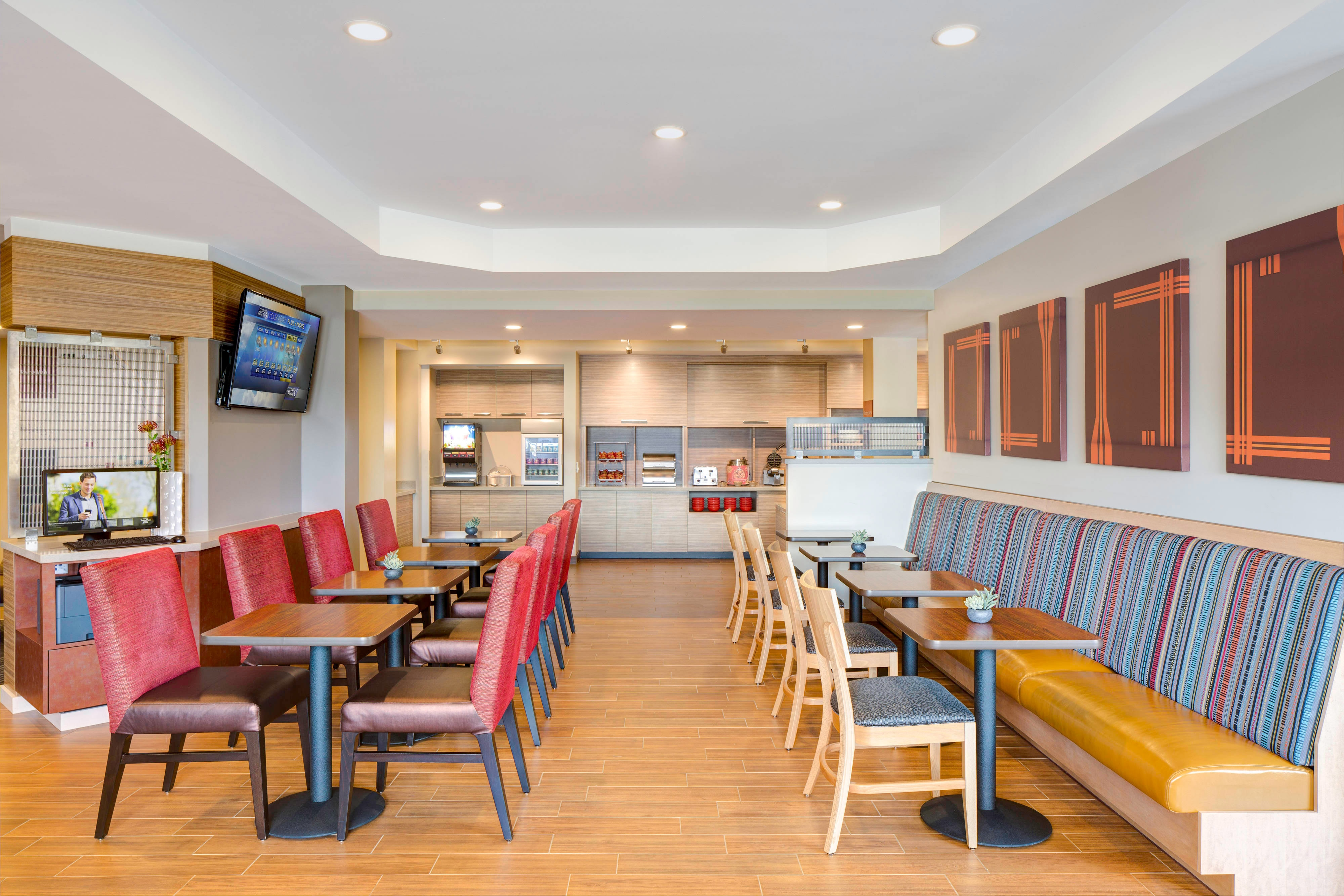 TownePlace Suites Breakfast Area
