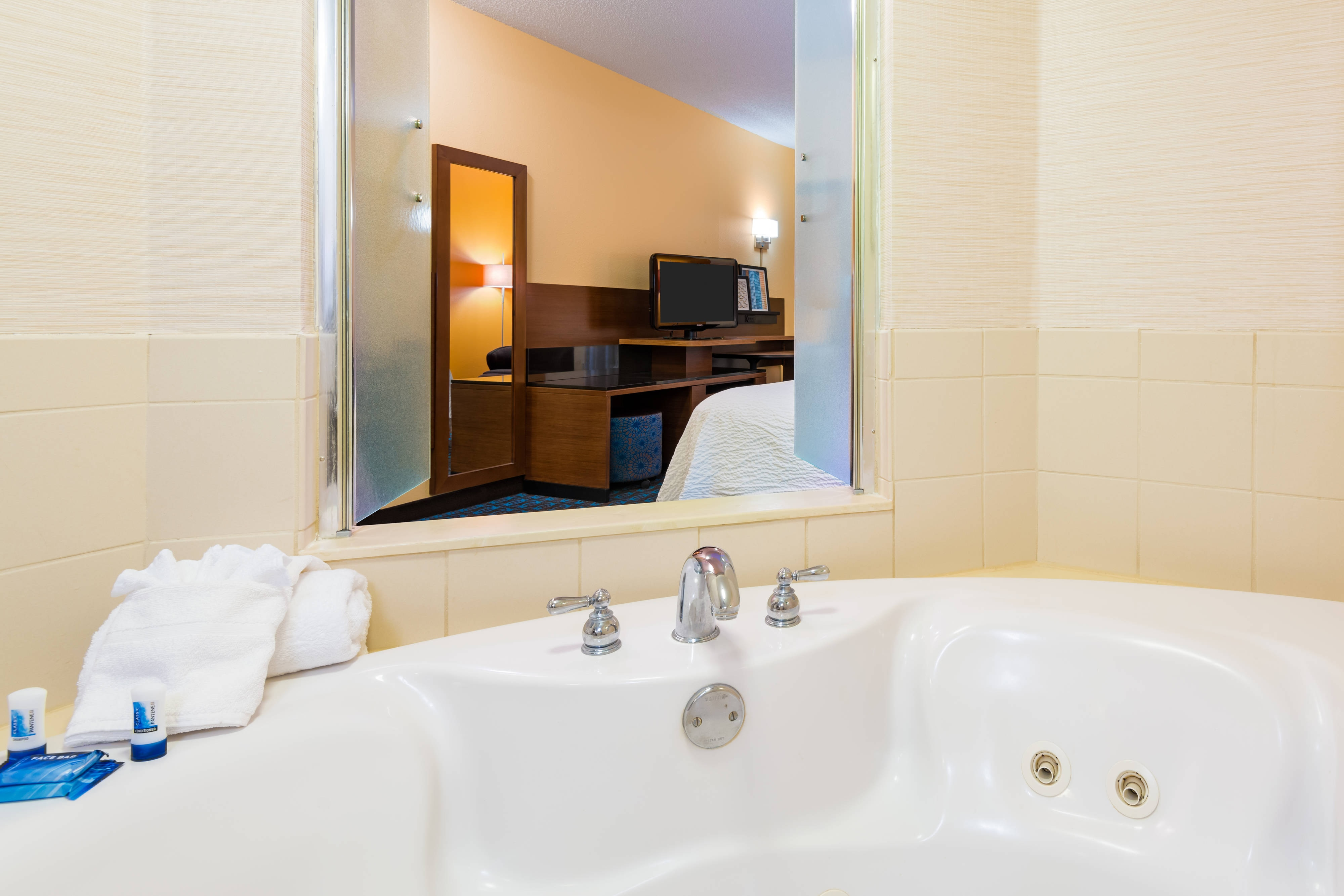Clearwater hotel with in-room whirlpool spa