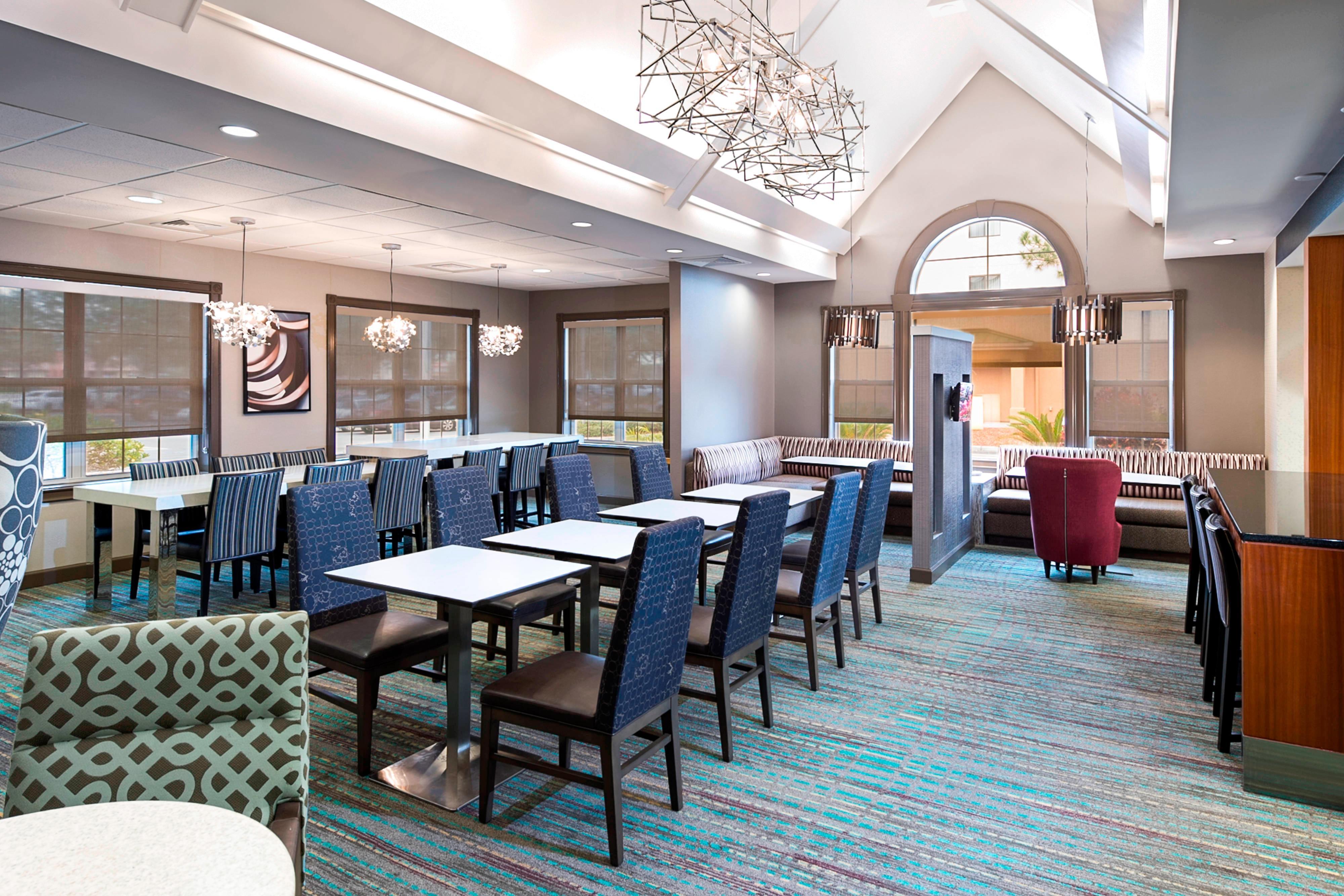 Residence Inn Lakeland dining area